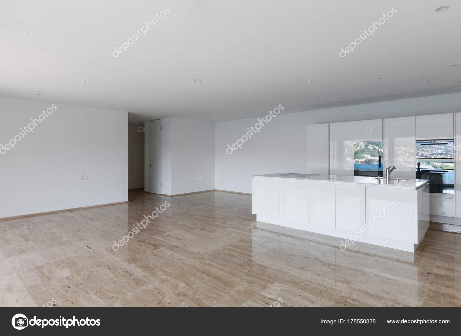 Schöne Wohnung Leer Marmorboden Moderne Küche — Stockfoto © Zveiger ...
