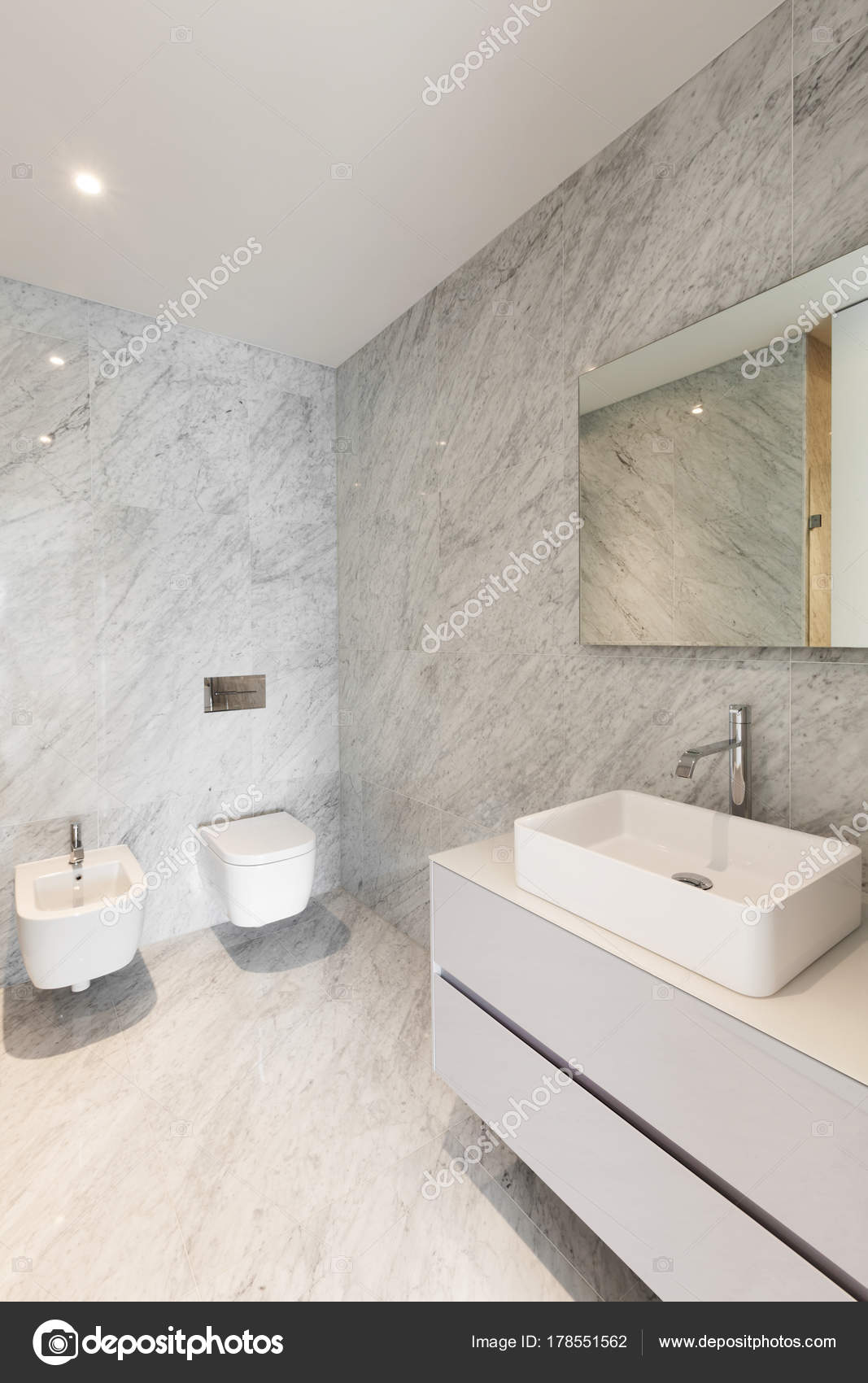 Mármol hermoso cuarto de baño — Foto de stock © Zveiger #178551562