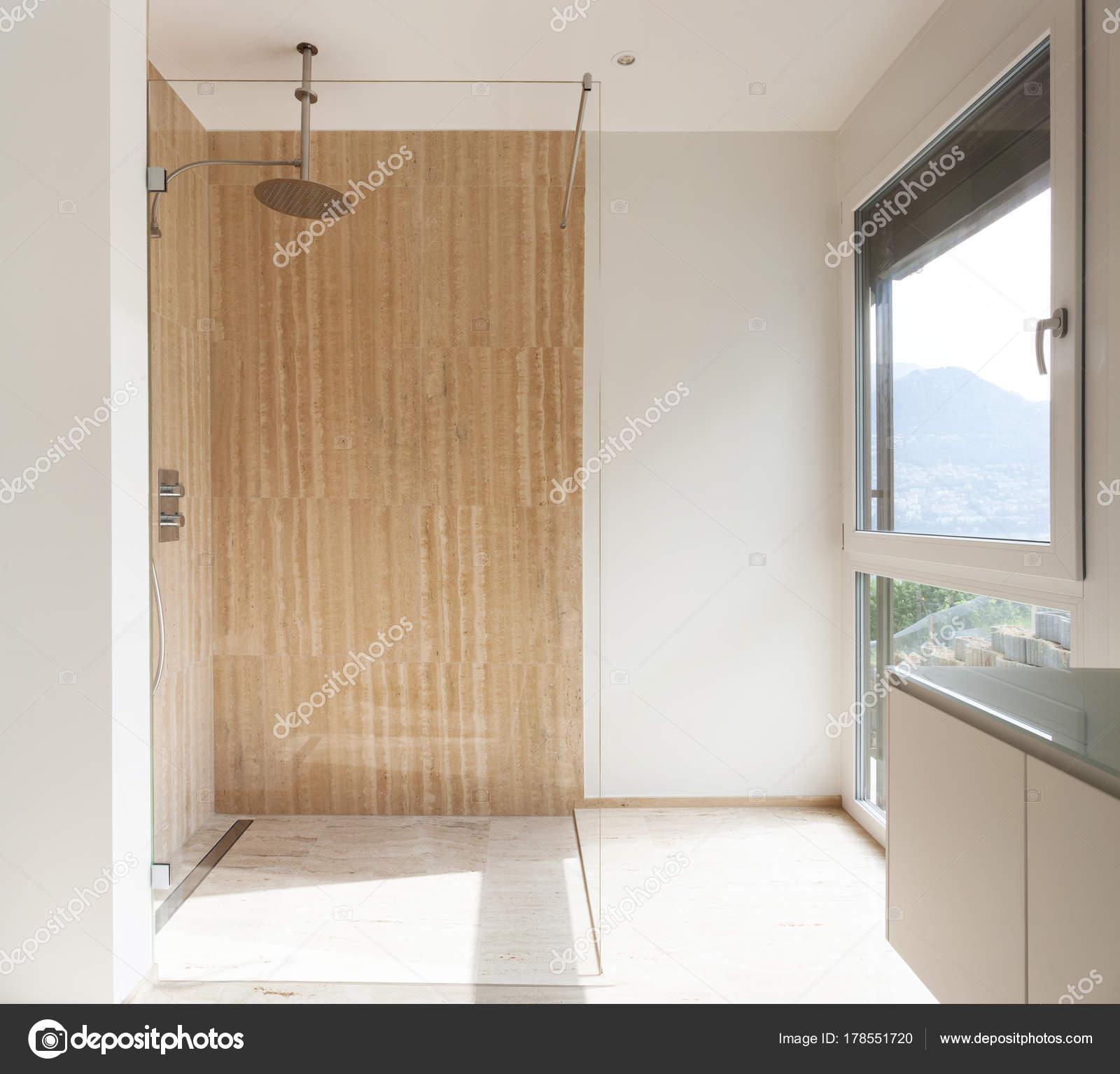 Ba o moderno paredes m rmol ducha vista fotos de stock for Marmol para ducha