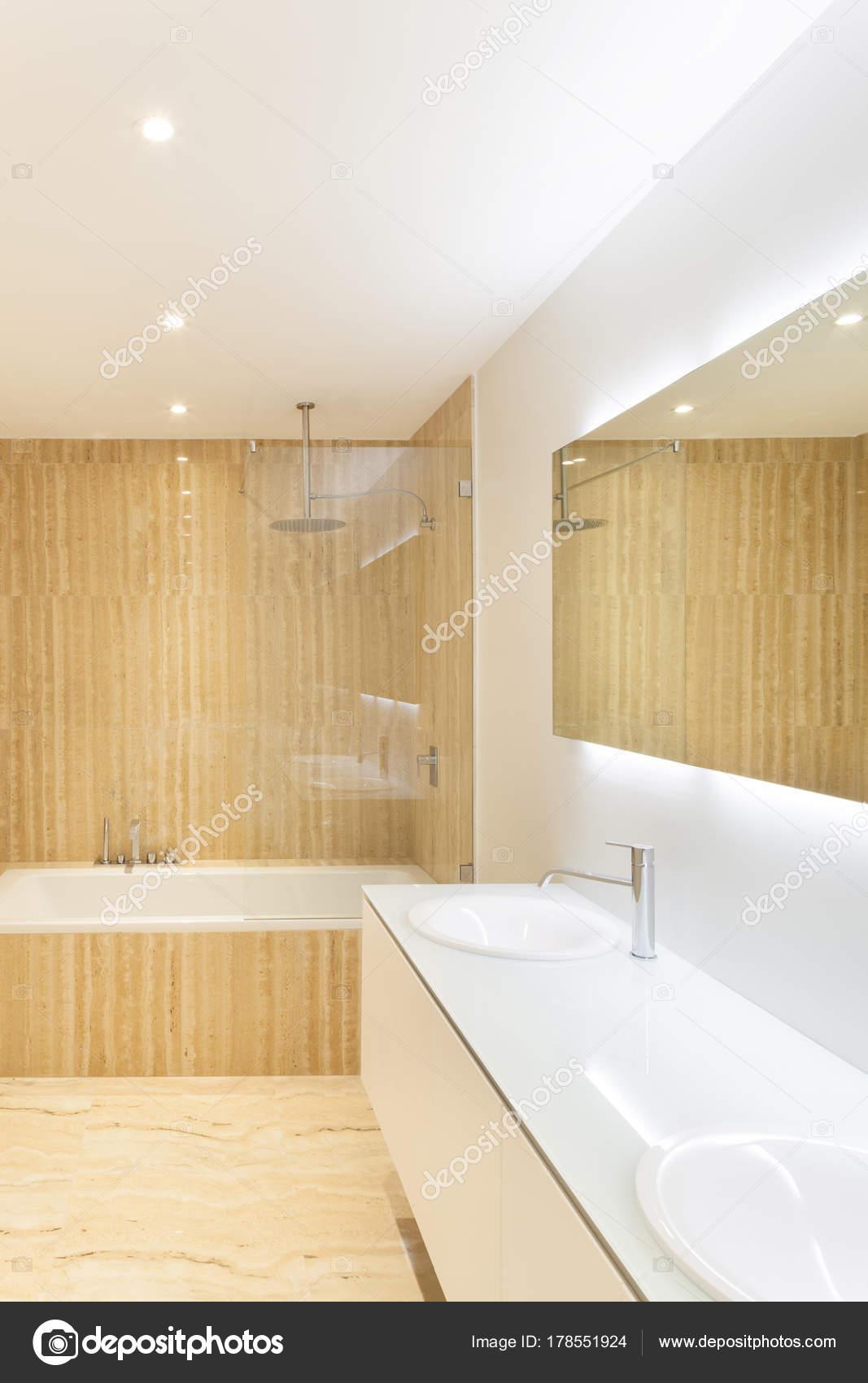 Pavimento in marmo moderno great cucina moderna con top in granito verde bamboo with pavimento - Stock piastrelle versace ...