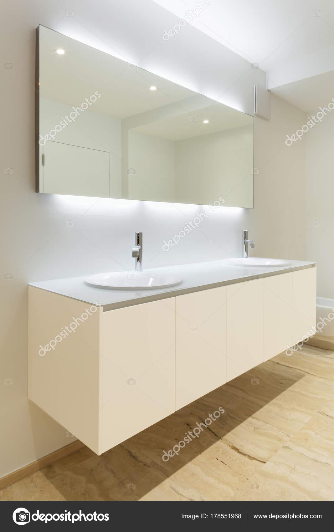 Pavimento marmo moderno interesting pavimenti interni moderni lucidi recupero di pavimenti in - Pavimento bagno moderno ...