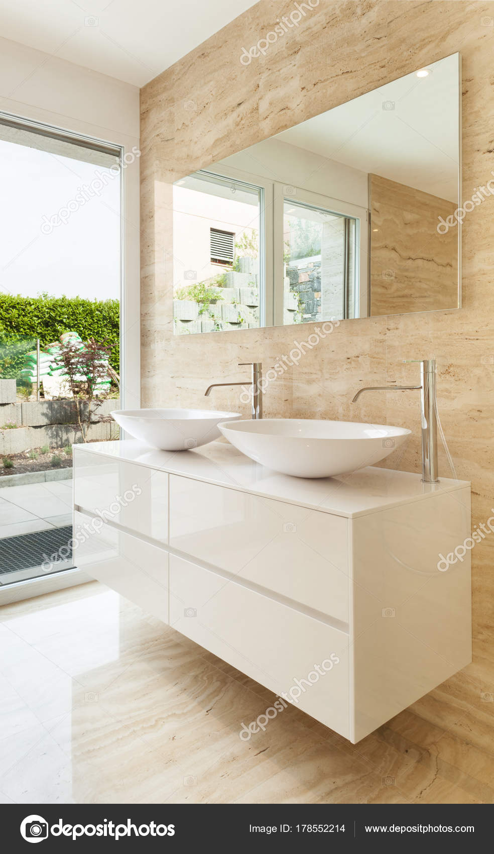 https://st3.depositphotos.com/2018053/17855/i/1600/depositphotos_178552214-stock-photo-nice-modern-bathroom-marble-walls.jpg