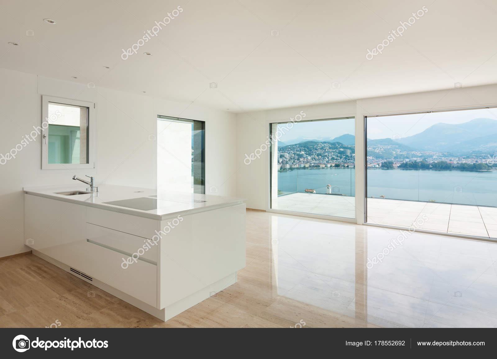 Neue Wohnung, moderne Küche — Stockfoto © Zveiger #178552692