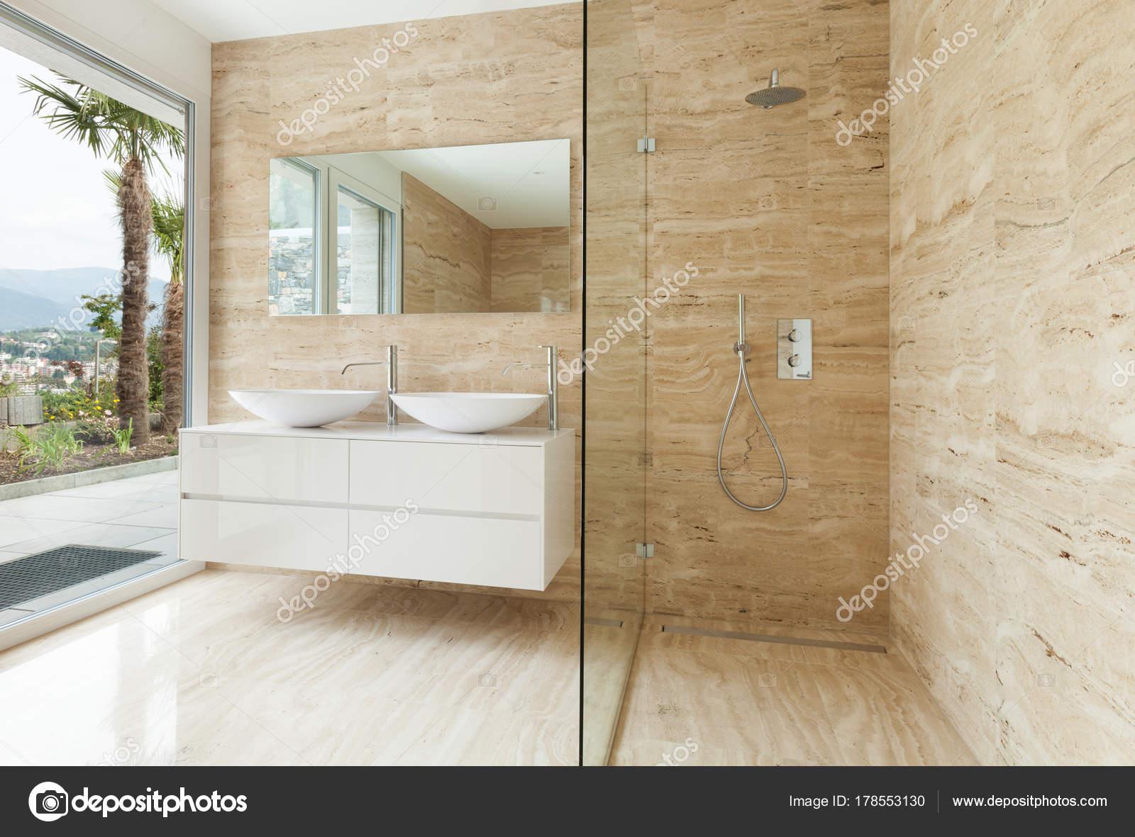 Mooie Moderne Badkamers : Mooie moderne badkamer marmeren muren u2014 stockfoto © zveiger #178553130