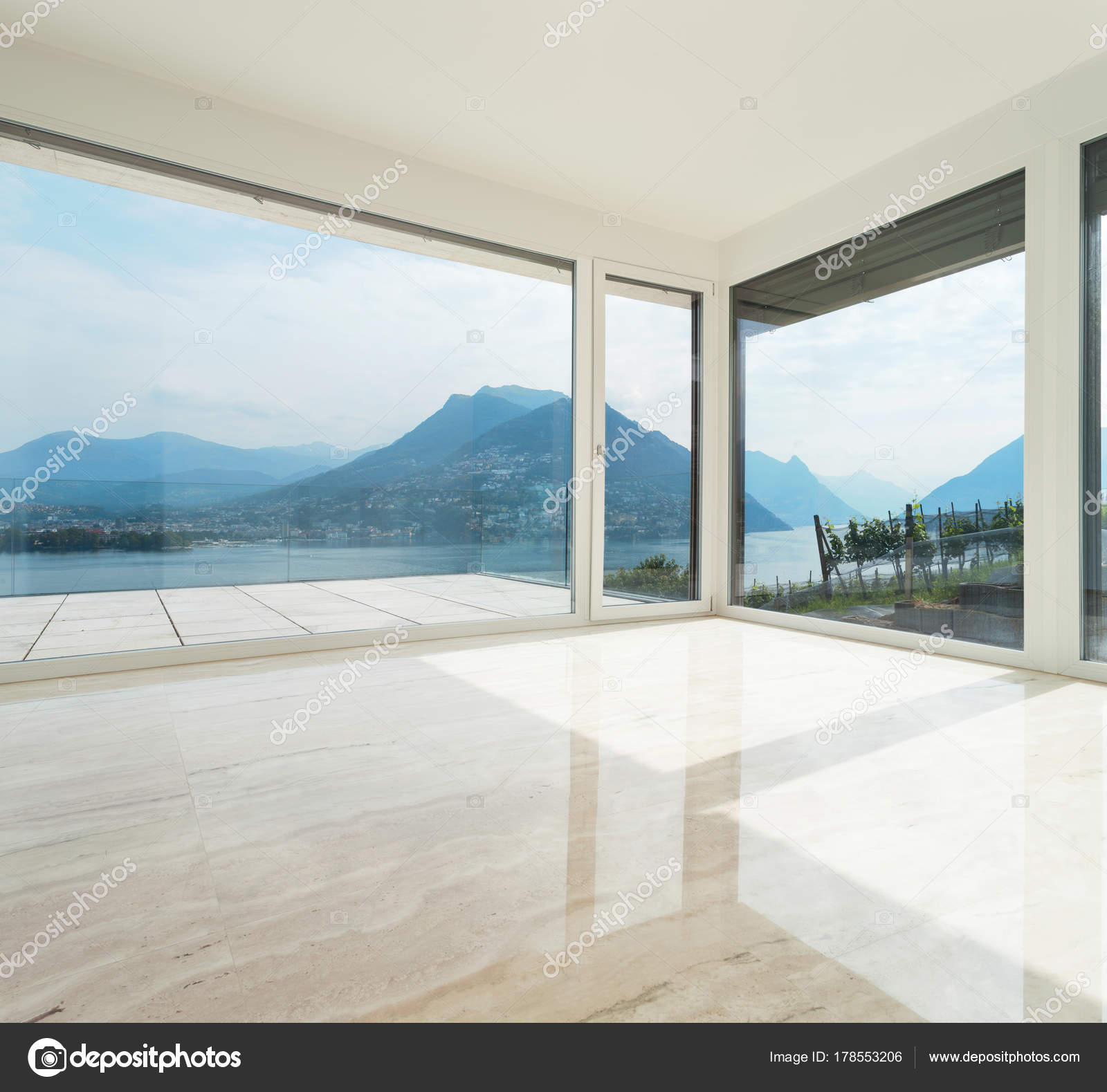 Beautiful penthouse, empty living room — Stock Photo © Zveiger ...