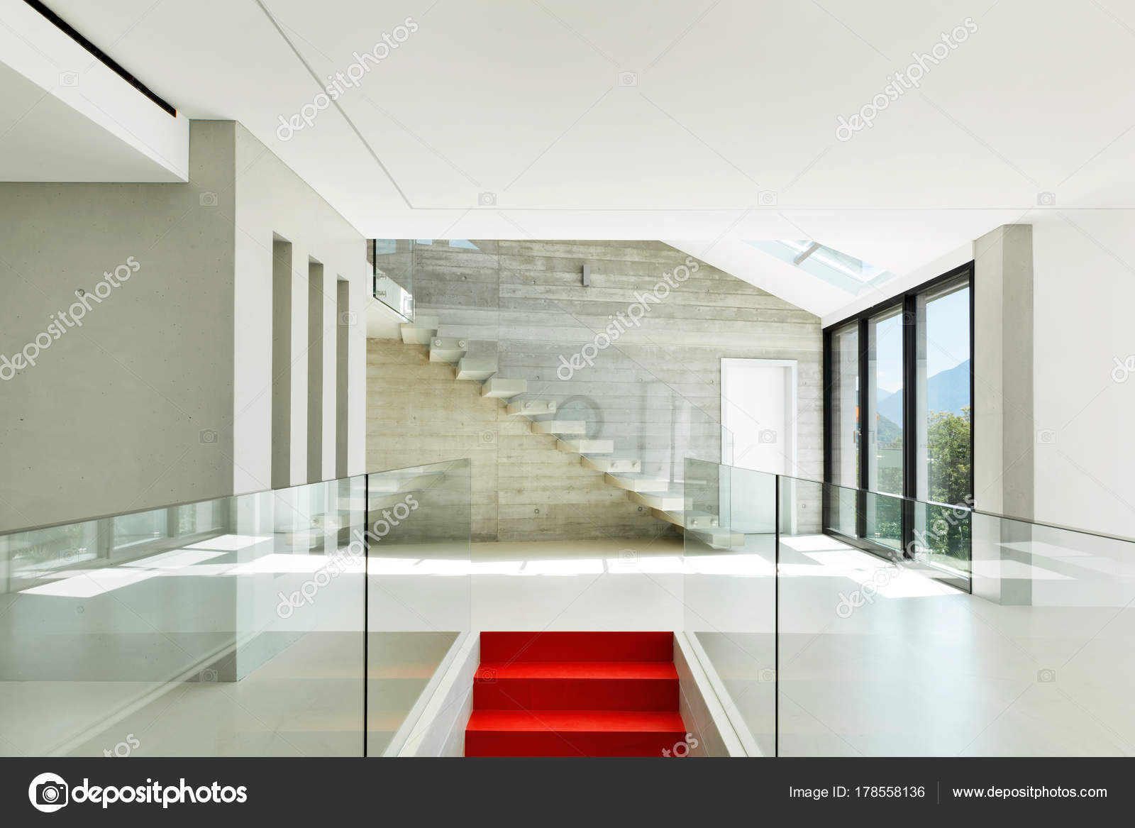 Moderne huis trap u stockfoto zveiger
