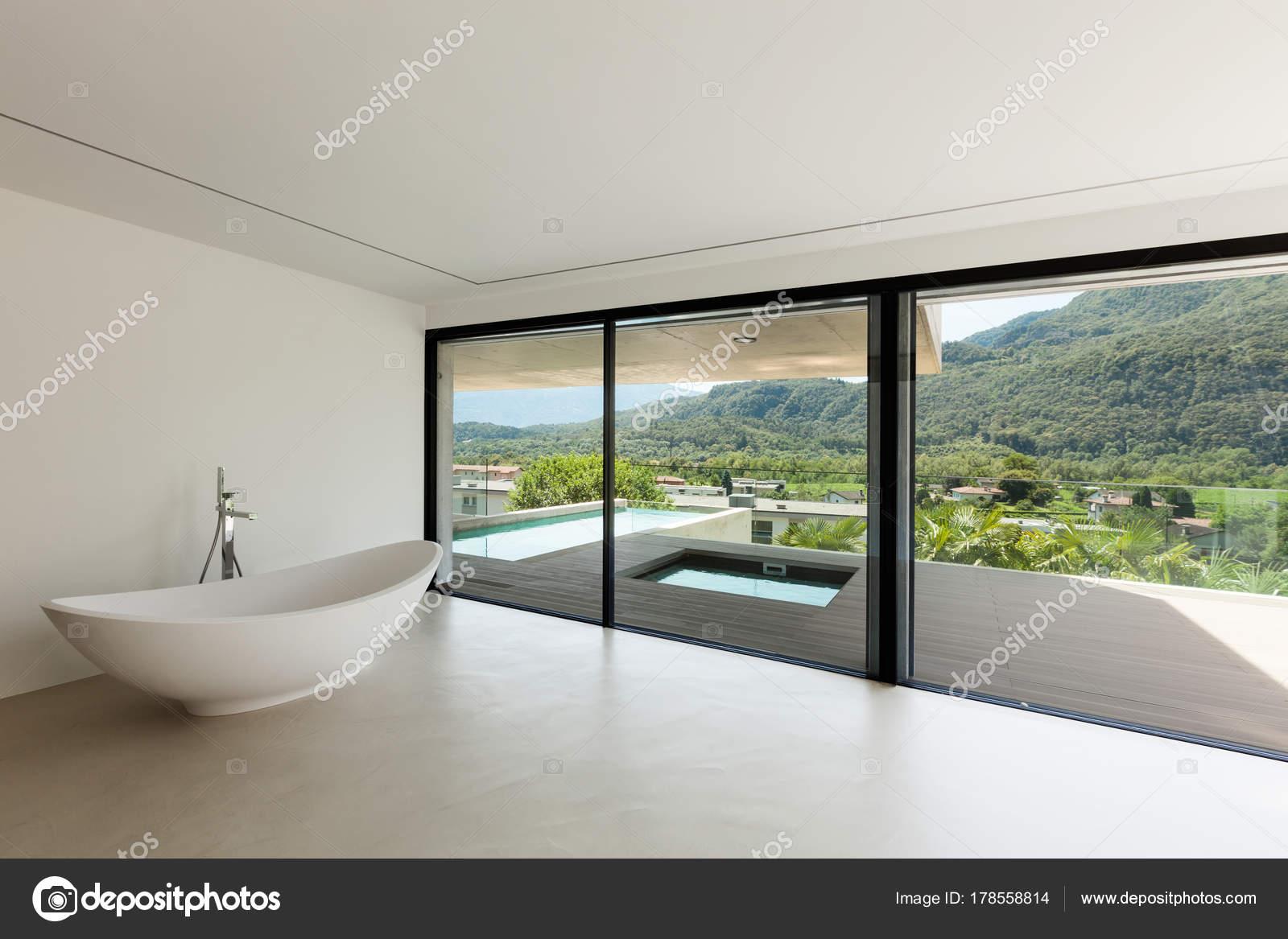 Moderne badkamer u stockfoto zveiger
