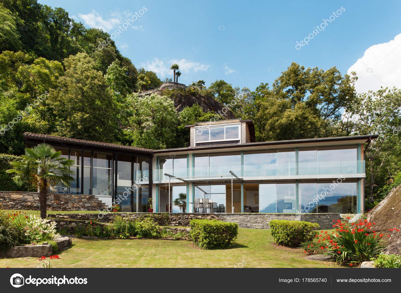 Casa montanha arquitetura moderna livre stock photo for Piccola casa moderna progetta un piano