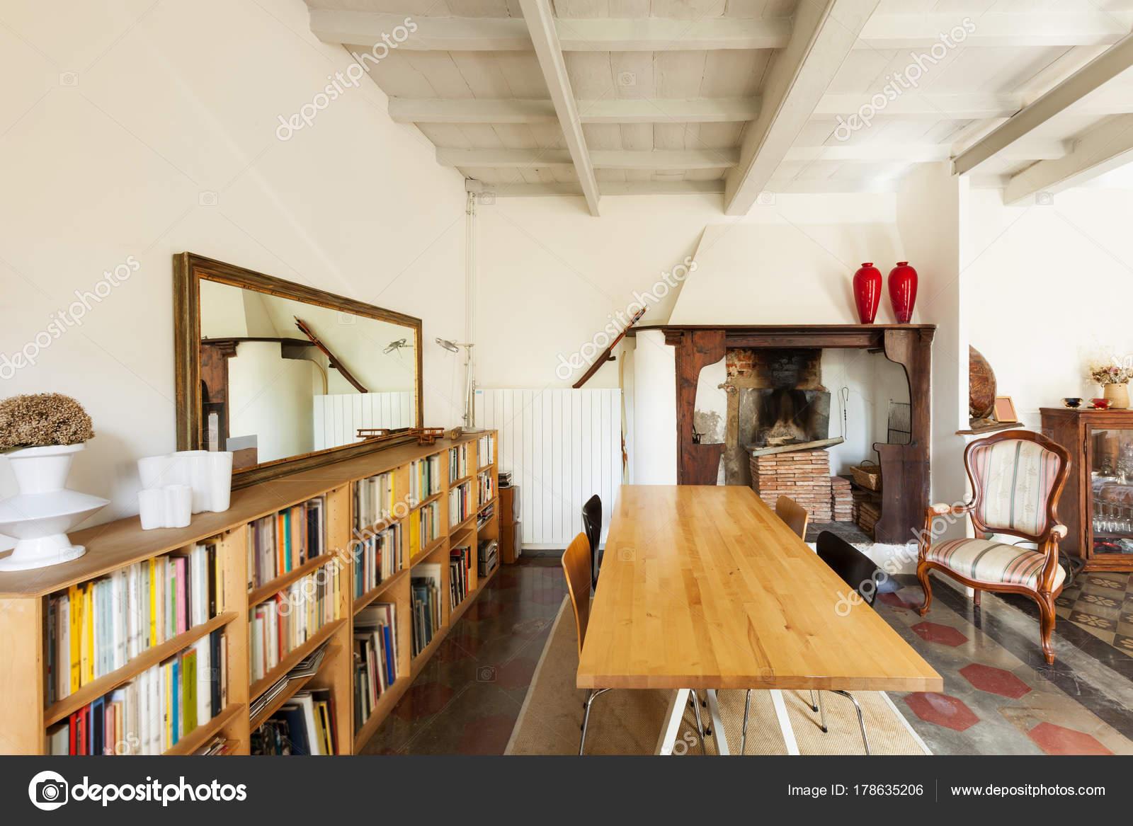 mooie loft interieur stockfoto zveiger 178635206