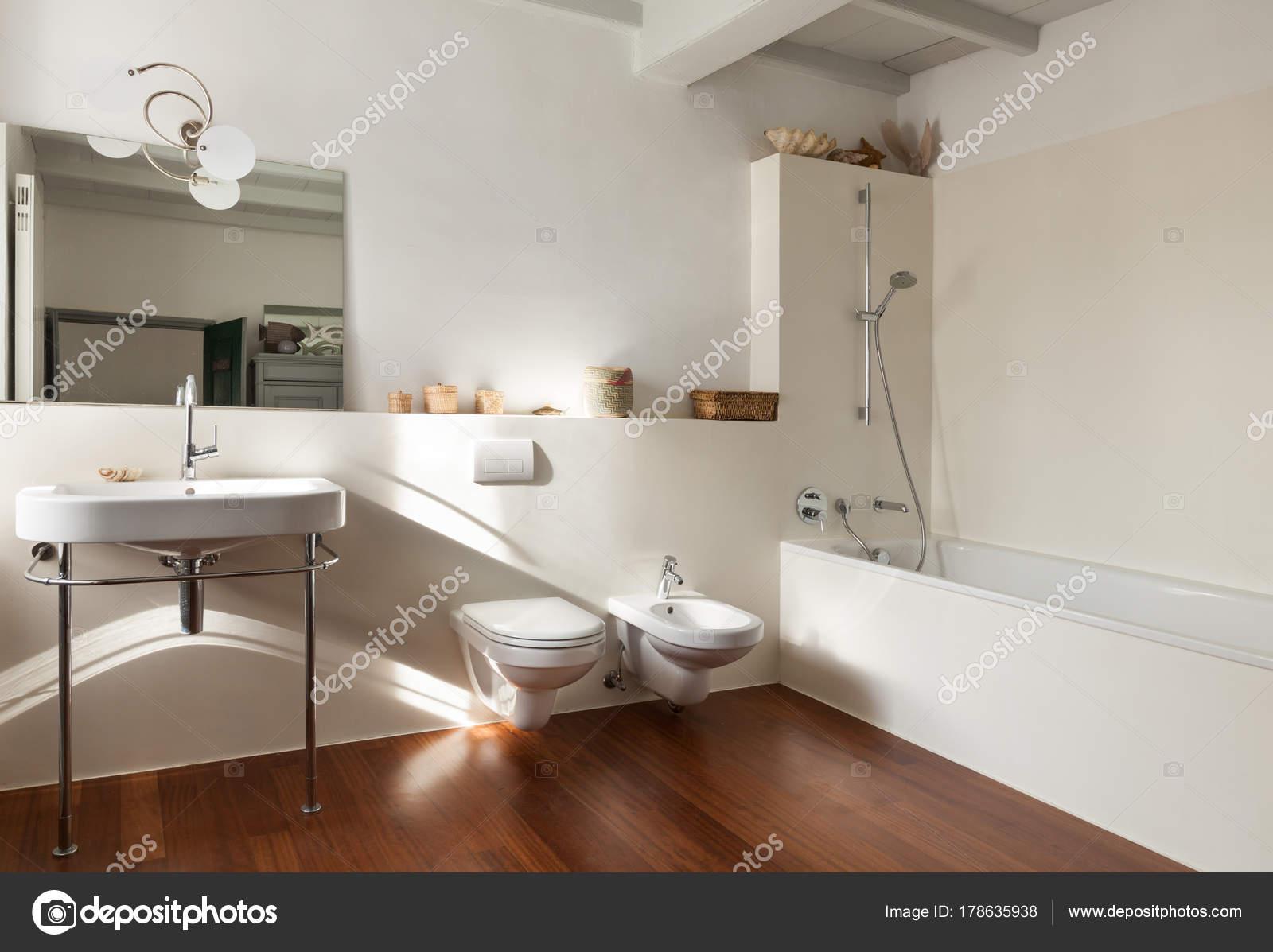 Mooie loft, badkamer — Stockfoto © Zveiger #178635938