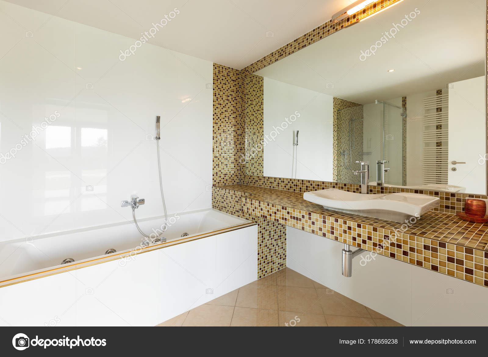 Schönes Badezimmer anzeigen — Stockfoto © Zveiger #178659238