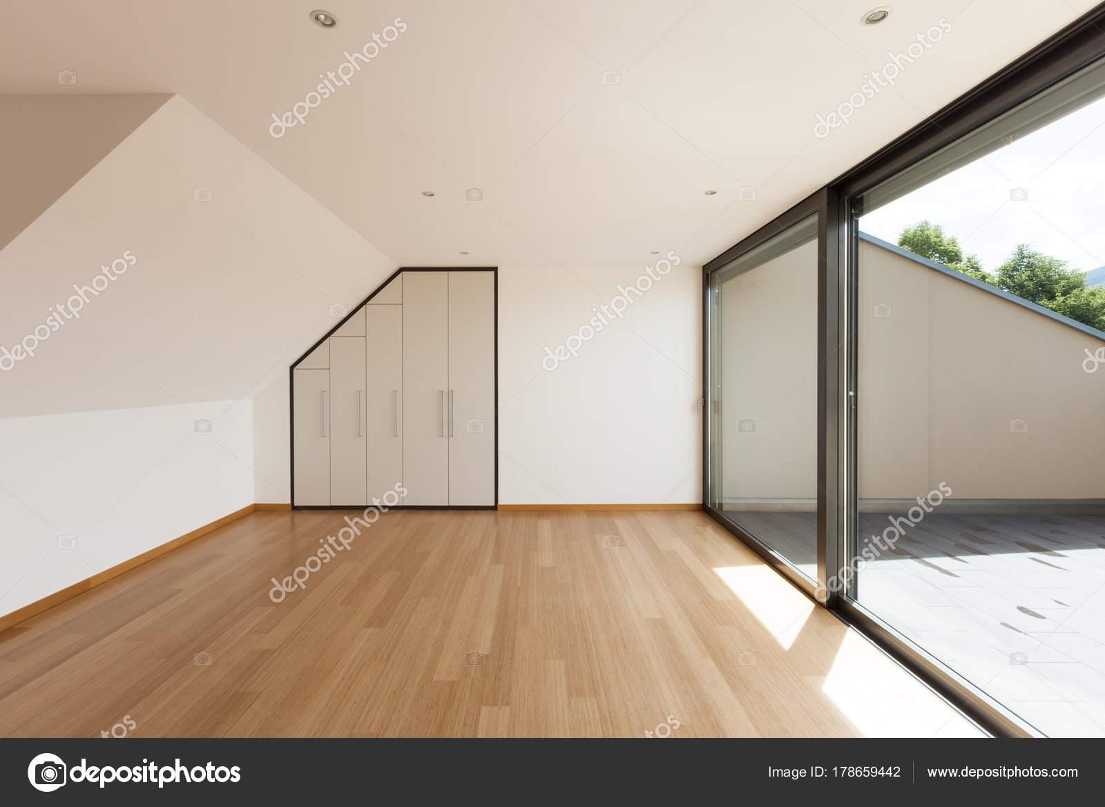 Haus, große Zimmer mit Fenster — Stockfoto © Zveiger #178659442