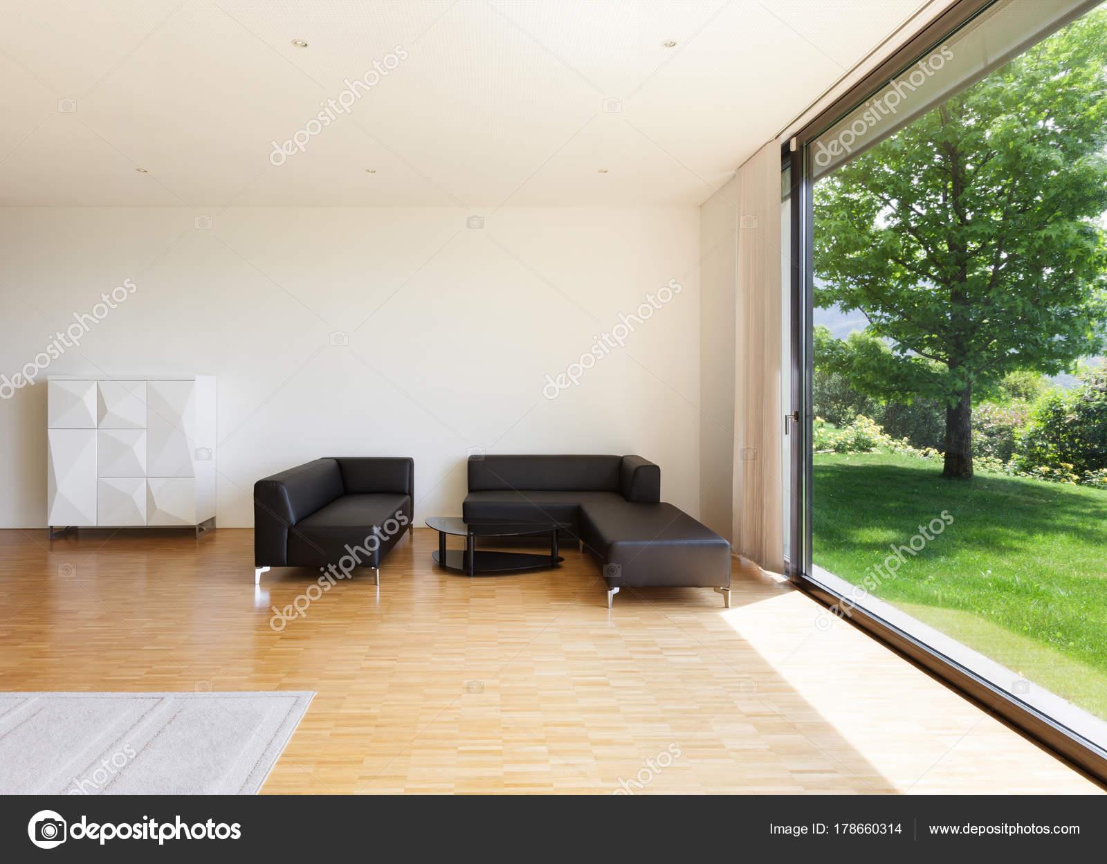Haus, großes Wohnzimmer — Stockfoto © Zveiger #178660314