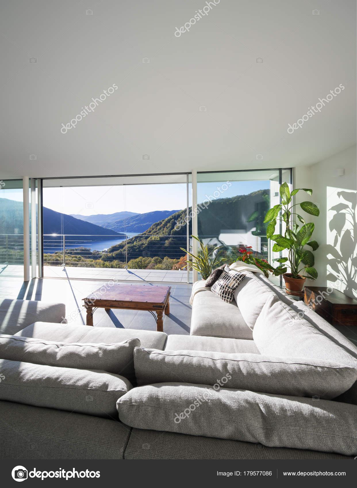 Interni di villa moderna soggiorno foto stock zveiger for Soggiorno foto