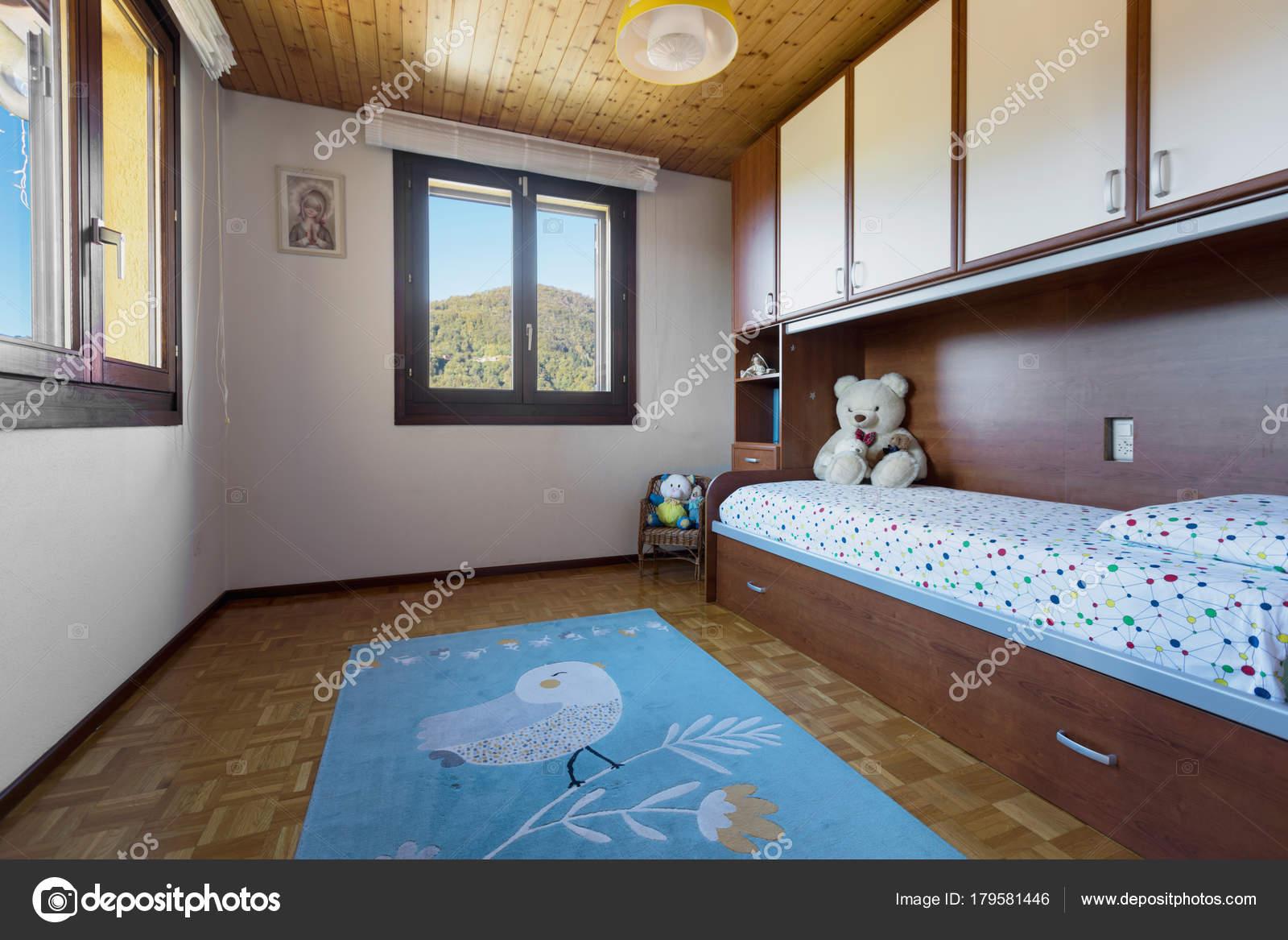 Schlafzimmer Mit Boden Und Holzdecke U2014 Stockfoto