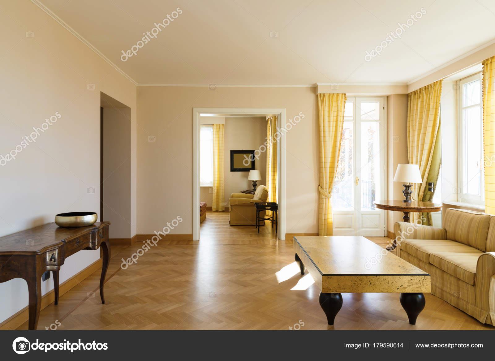 Gele woonkamer ingericht chich — Stockfoto © Zveiger #179590614
