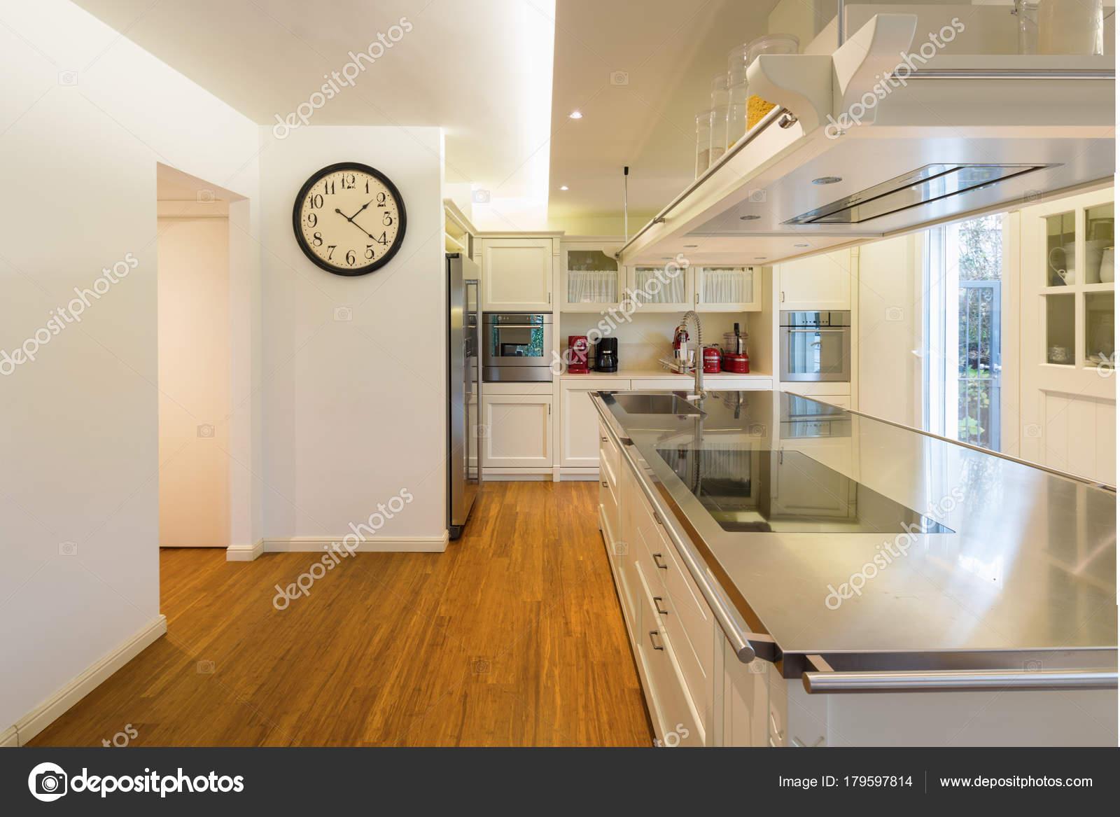 Moderne Küche Creme U2014 Stockfoto
