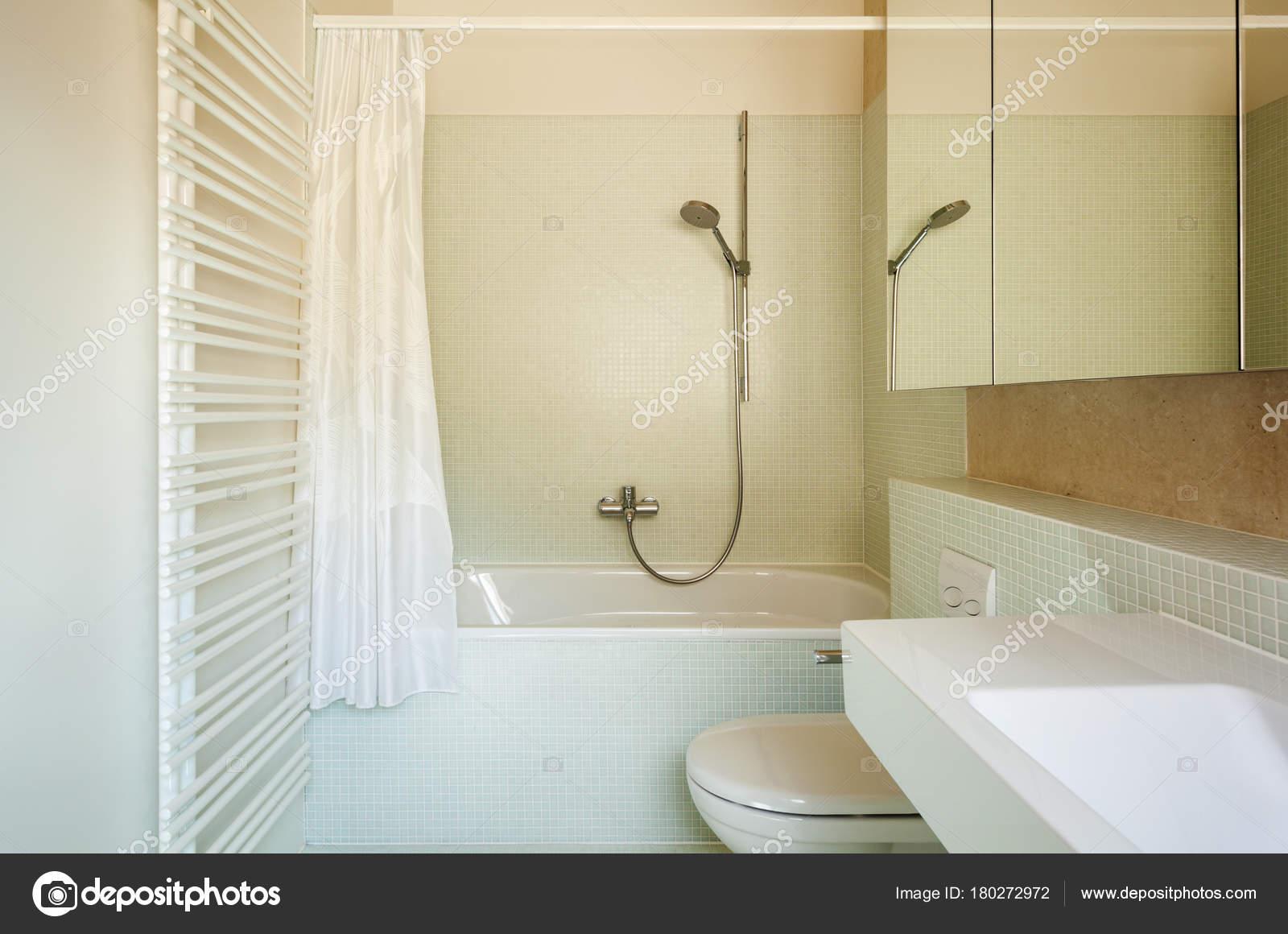 Het platform moderne design interieur badkamer u2014 stockfoto © zveiger