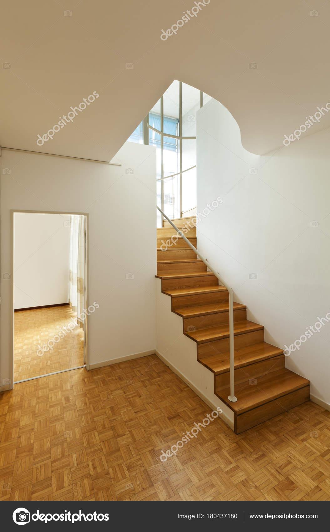 Duplex brilhante com pisos madeira escadas madeira fotografias de stock zveiger 180437180 - Escaleras para duplex ...