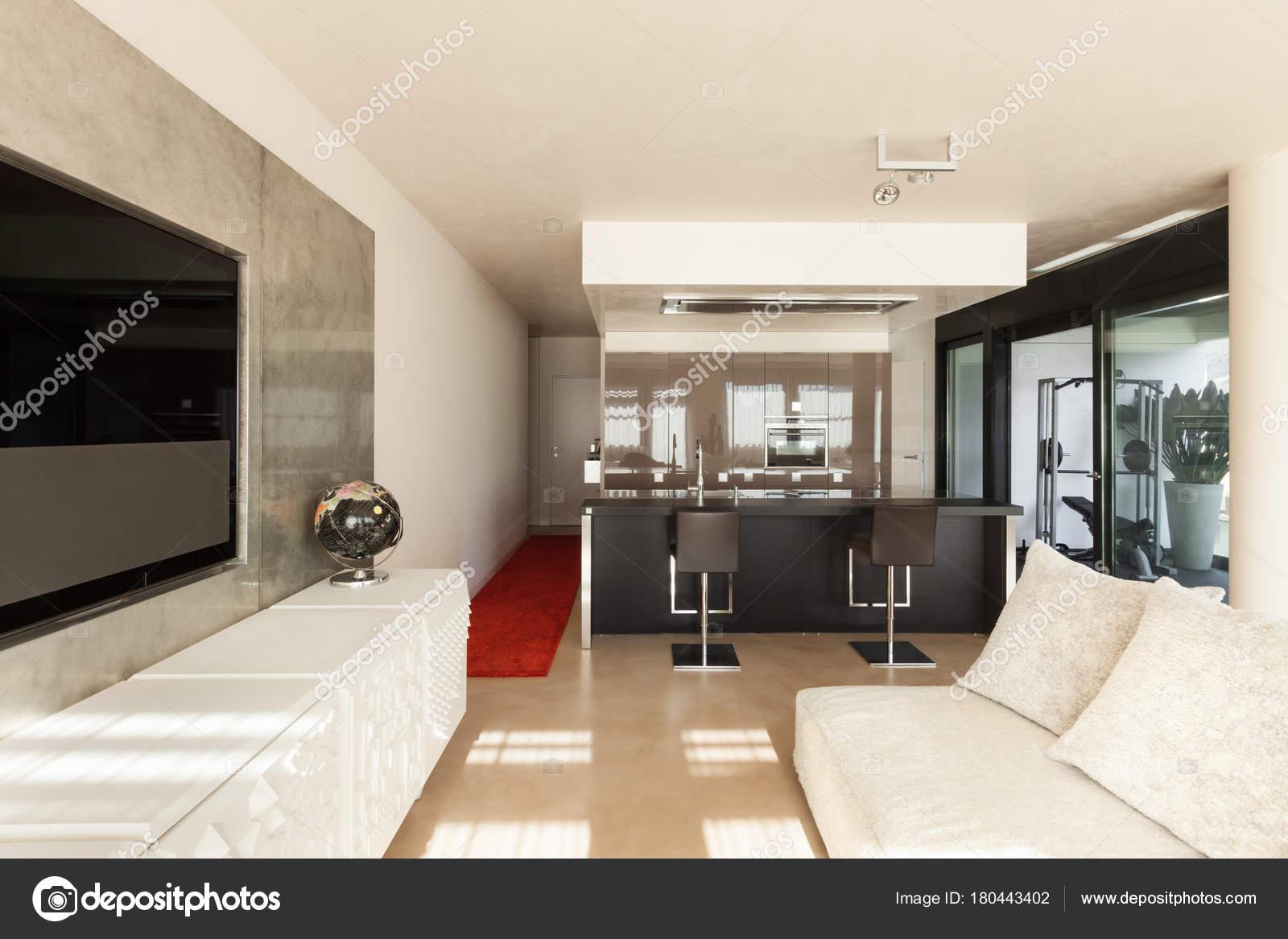 Interieur, moderne Wohnung — Stockfoto © Zveiger #180443402