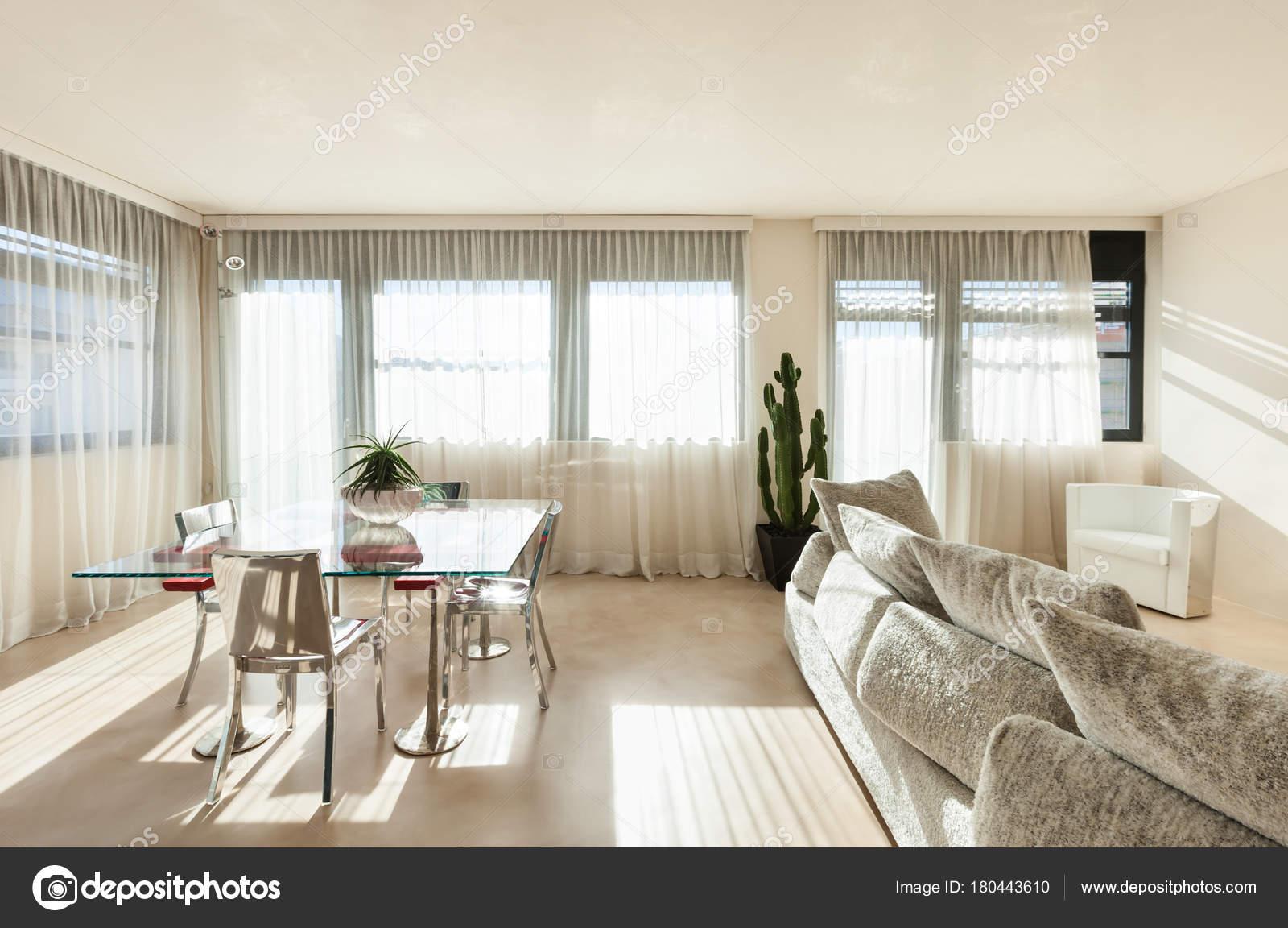 Interieur, moderne Wohnung — Stockfoto © Zveiger #180443610