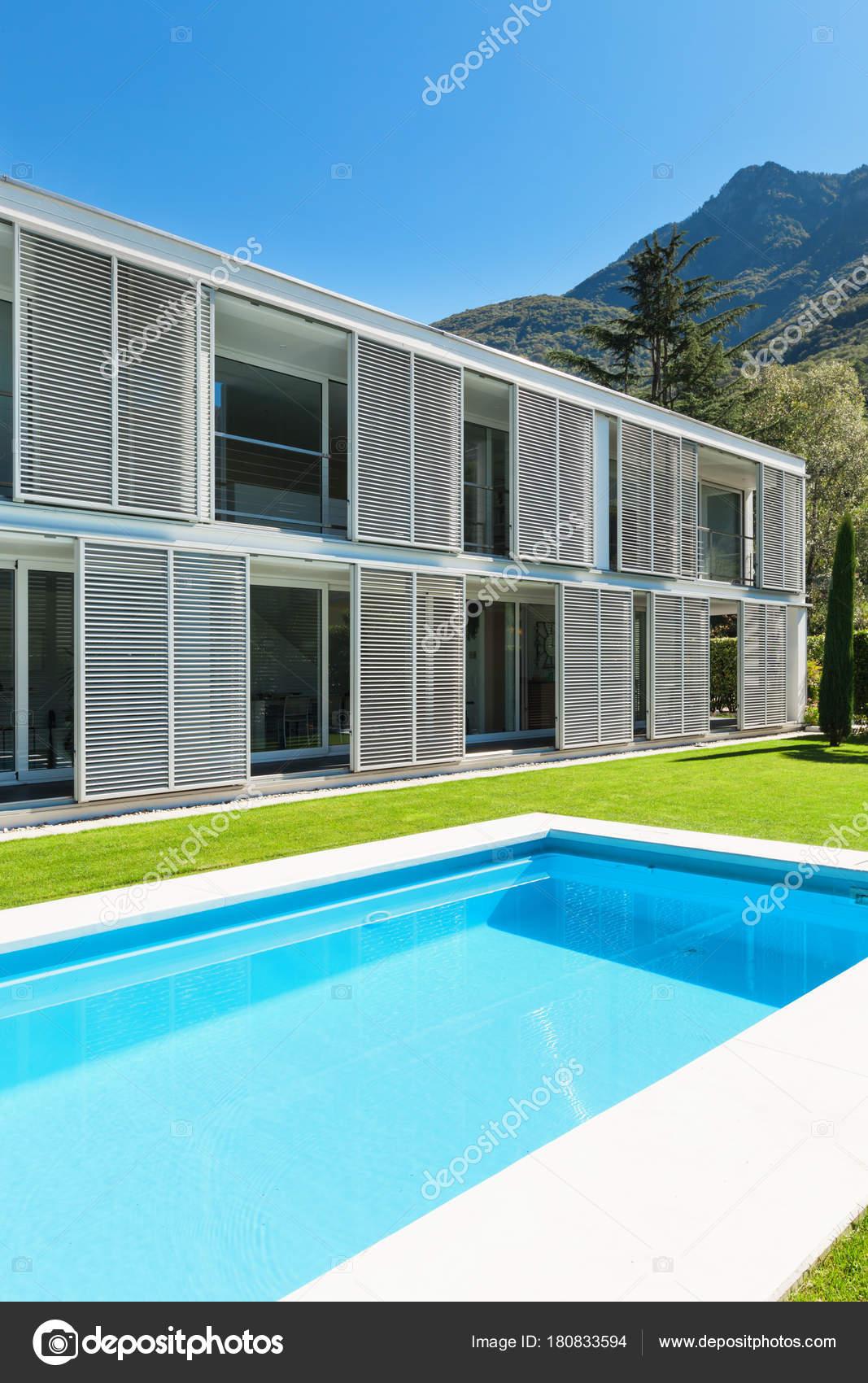 Im genes piscinas modernas villa moderna con piscina for Villa moderna con piscina