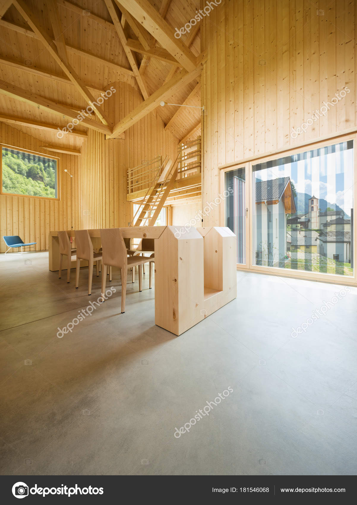 Intérieur de la maison en bois moderne — Photographie ...