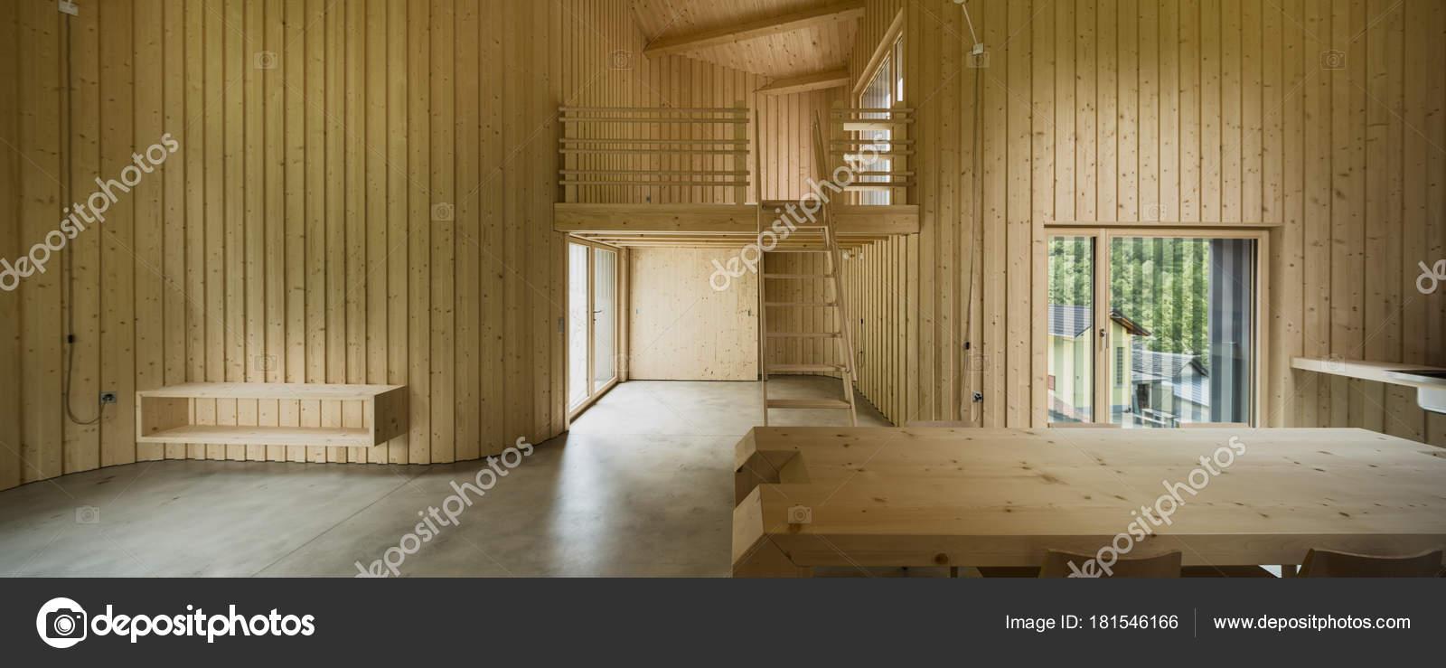 Intérieur de la maison en bois moderne — Photographie Zveiger ...