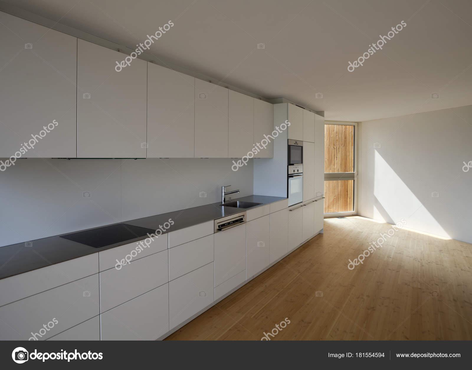 Total-white minimal cucina con pavimento in legno — Foto Stock ...