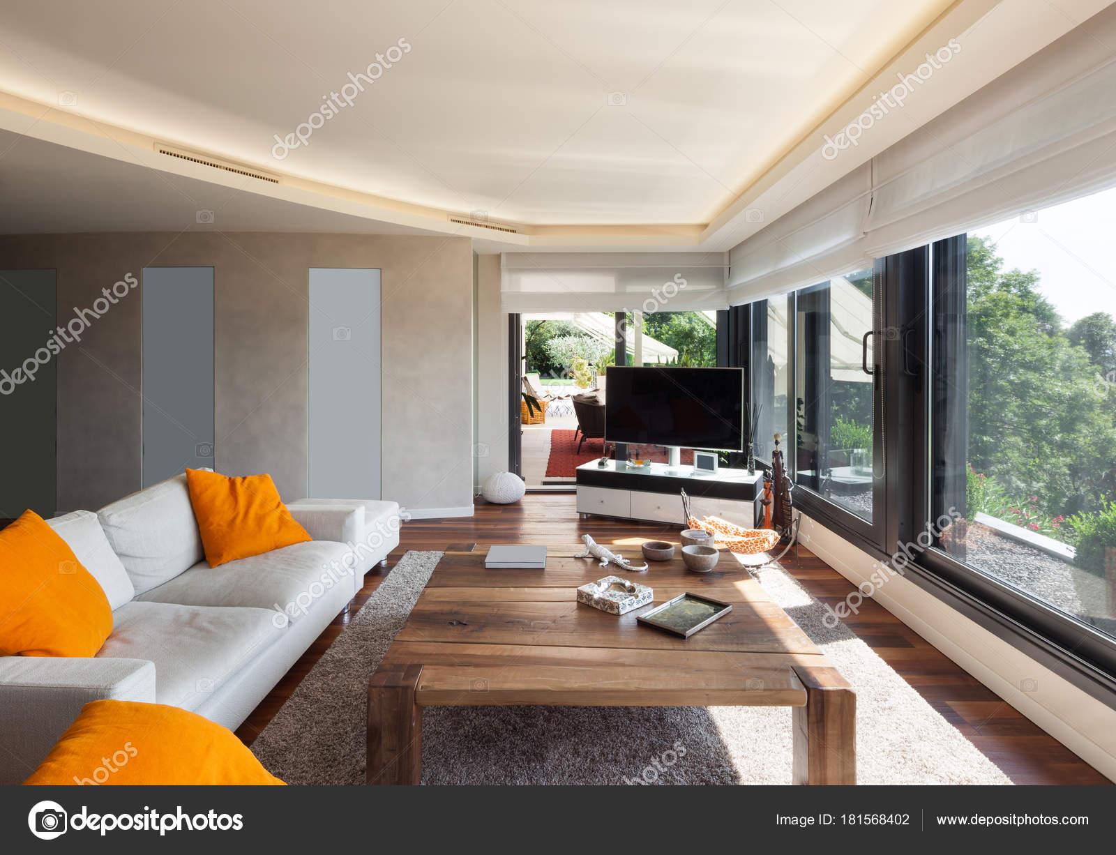 Interieur, schöne Wohnzimmer — Stockfoto © Zveiger #181568402