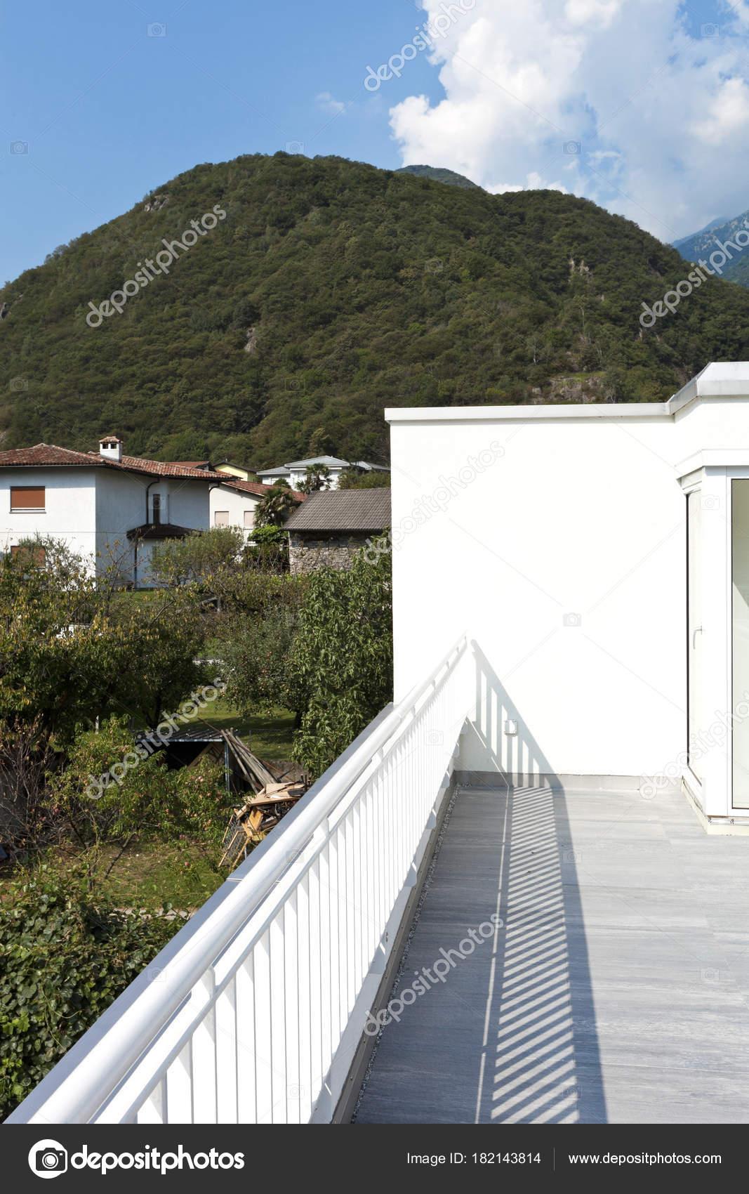 moderne Architektur, Einfamilienhaus — Stockfoto © Zveiger #182143814