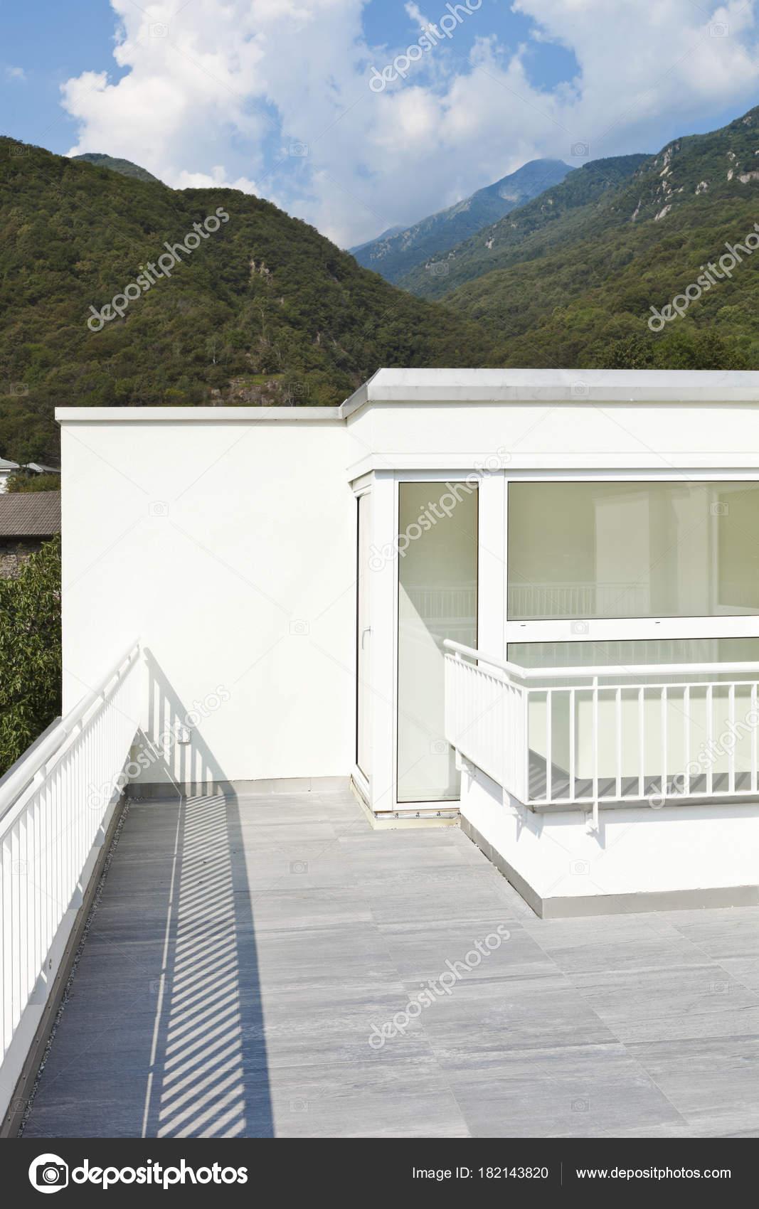 moderne Architektur, Einfamilienhaus — Stockfoto © Zveiger #182143820