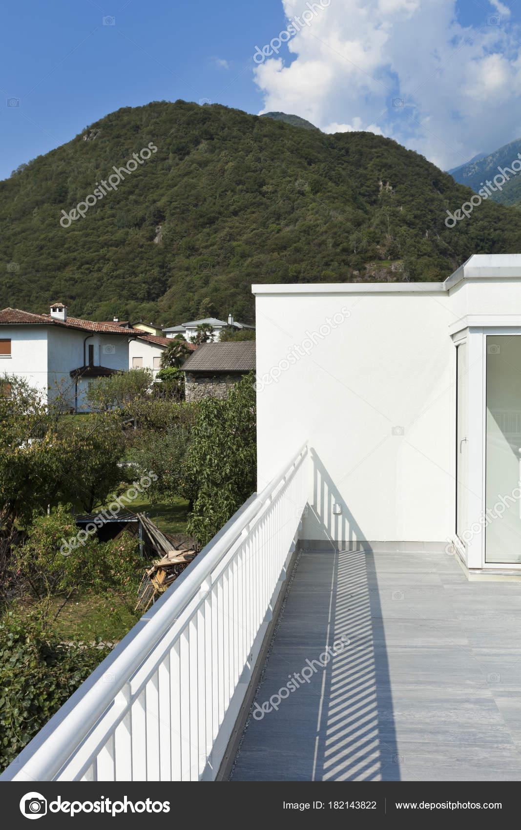 moderne Architektur, Einfamilienhaus — Stockfoto © Zveiger #182143822