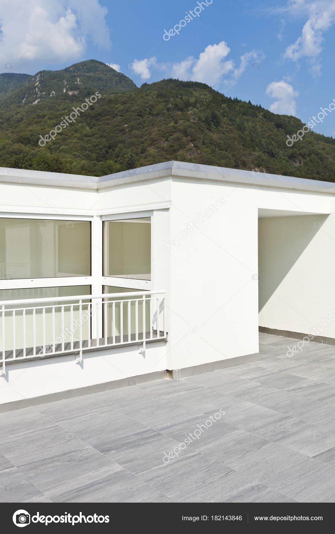moderne Architektur, Einfamilienhaus — Stockfoto © Zveiger #182143846