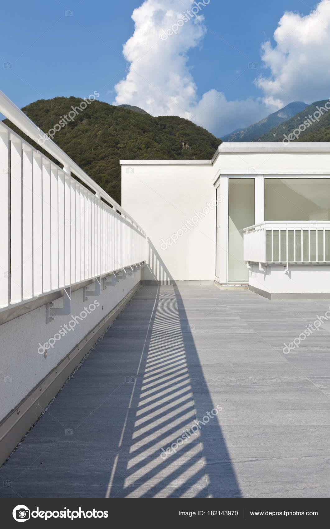 Moderne Architektur, Einfamilienhaus — Stockfoto © Zveiger #182143970