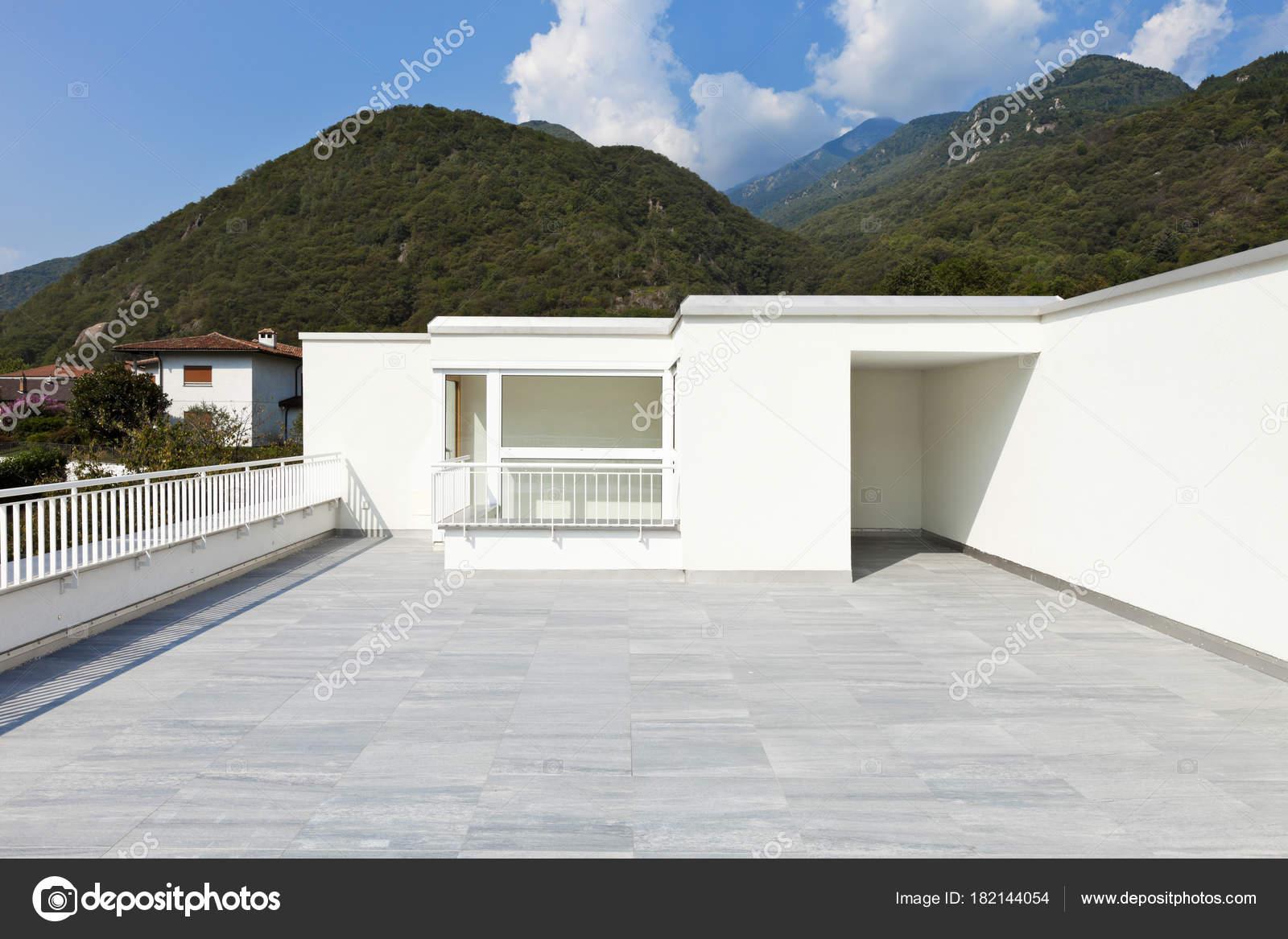 Moderne Architektur, Einfamilienhaus — Stockfoto © Zveiger #182144054