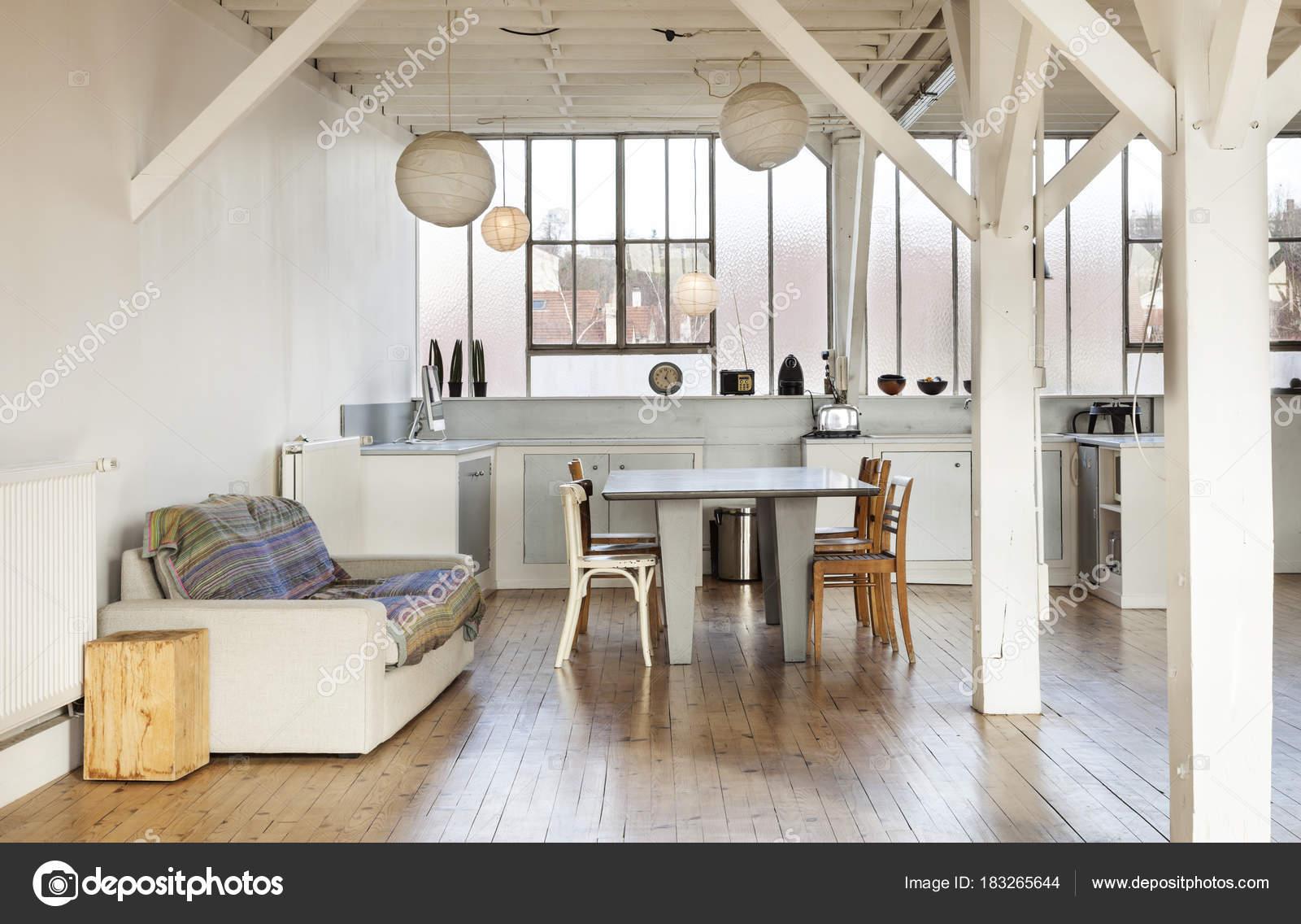 alte Loft, Interieur — Stockfoto © Zveiger #183265644