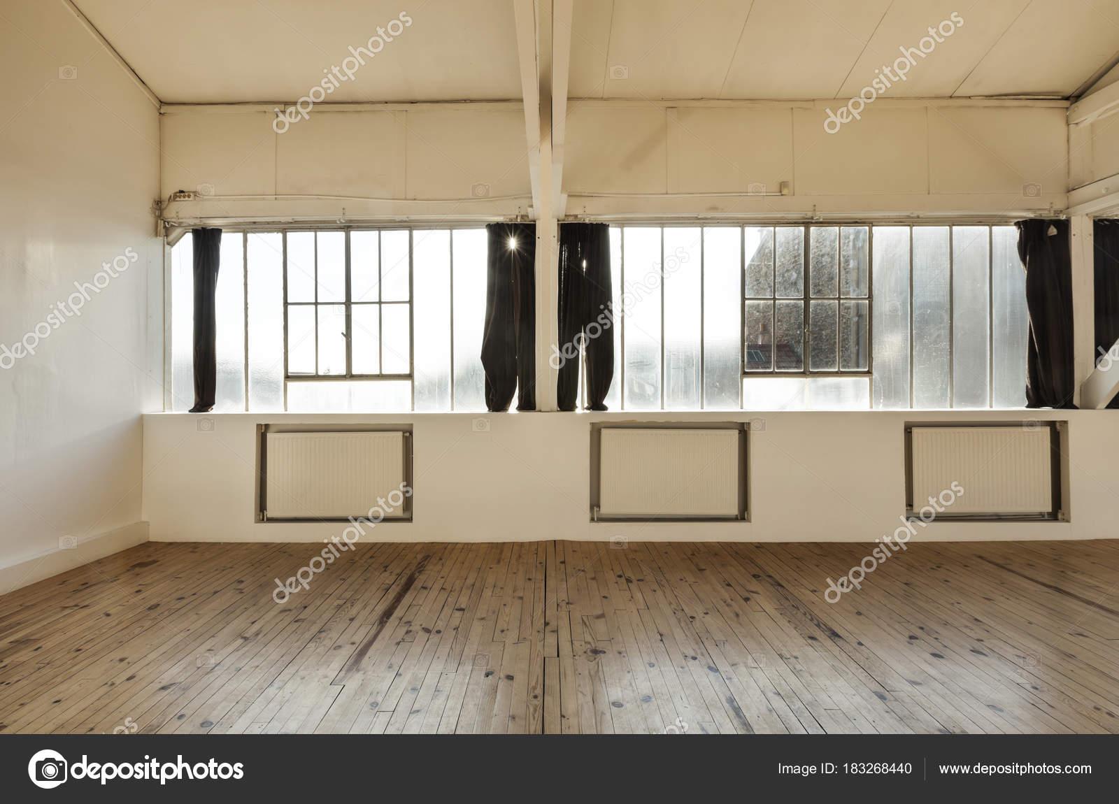 alte Loft, Interieur — Stockfoto © Zveiger #183268440