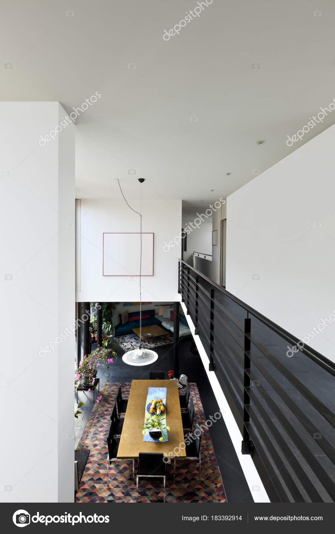 architecture intérieure, maison moderne — Photographie Zveiger ...