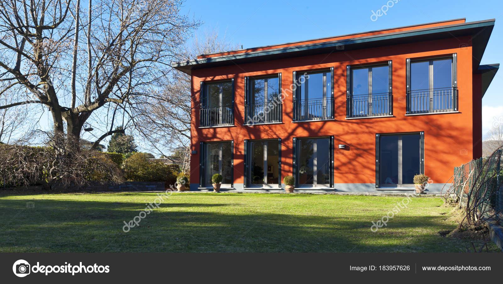 Mooie villa buiten u2014 stockfoto © zveiger #183957626