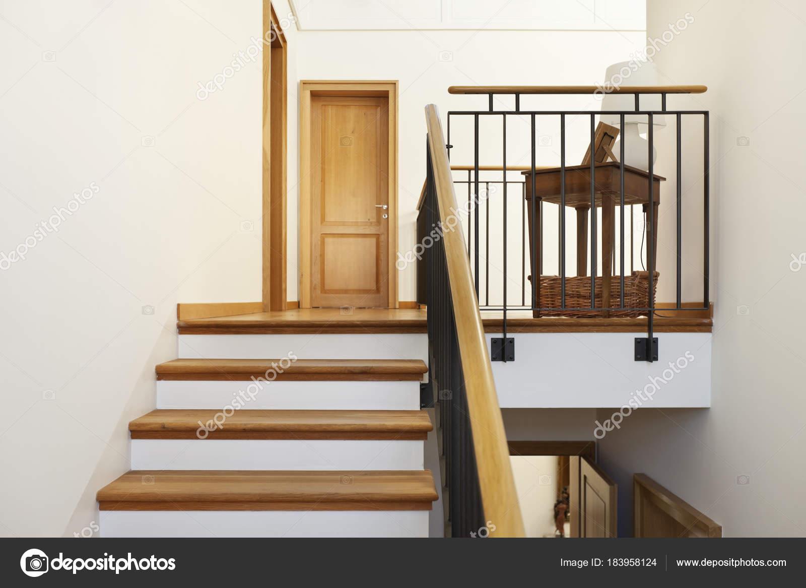 escalier intérieur, très bel appartement, — Photographie Zveiger ...