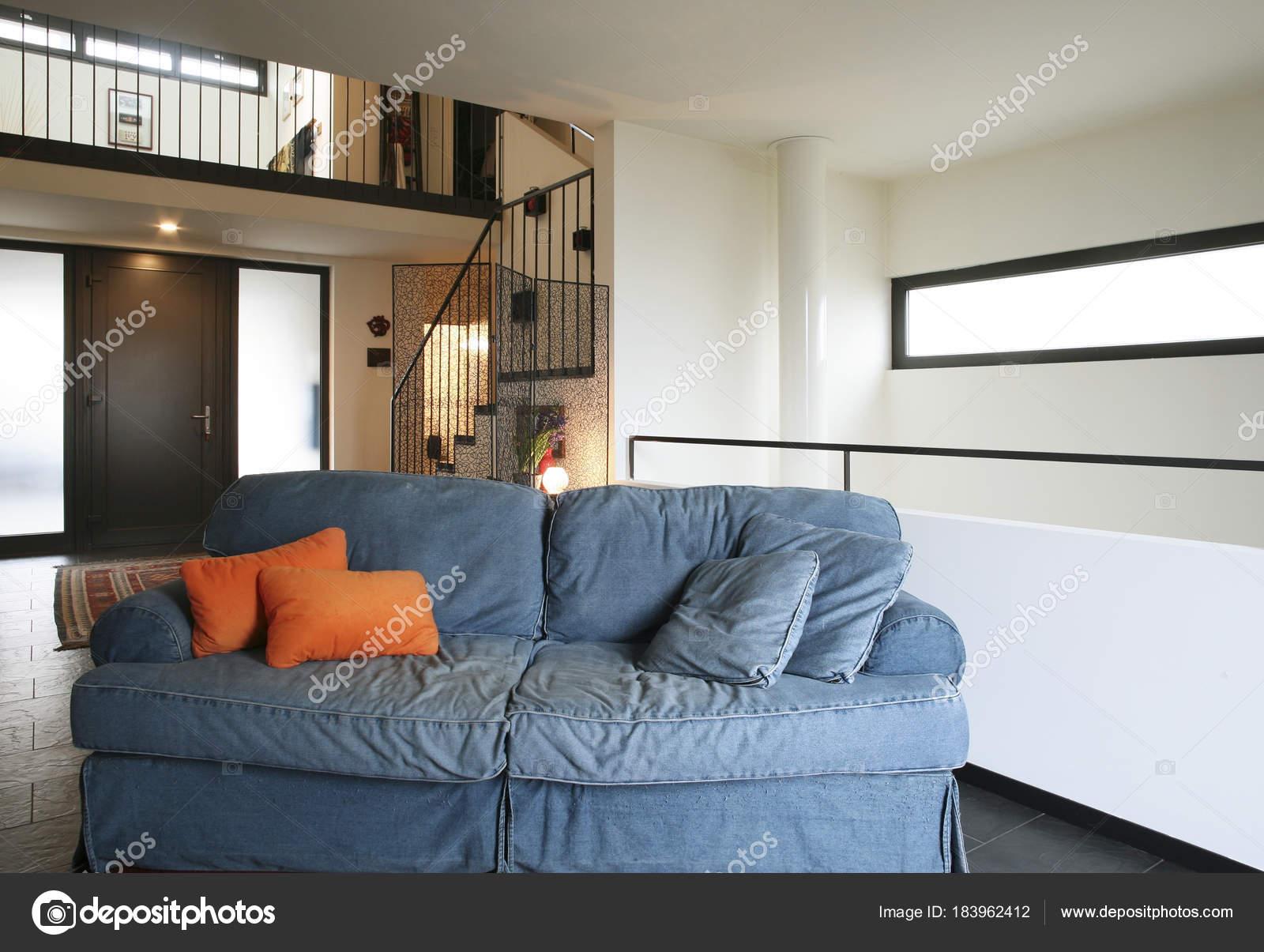 interieur nieuw appartement, etnische meubels — Stockfoto © Zveiger ...