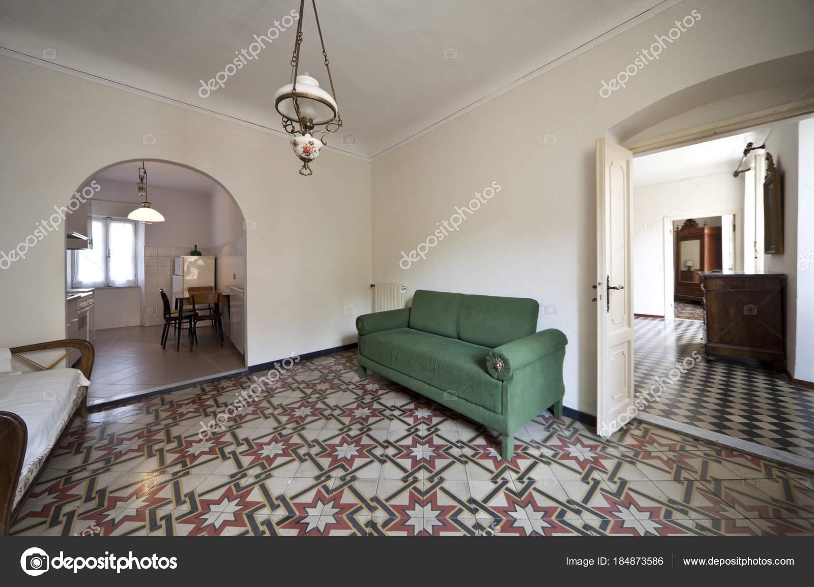 große Wohnzimmer Interieur — Stockfoto © Zveiger #184873586