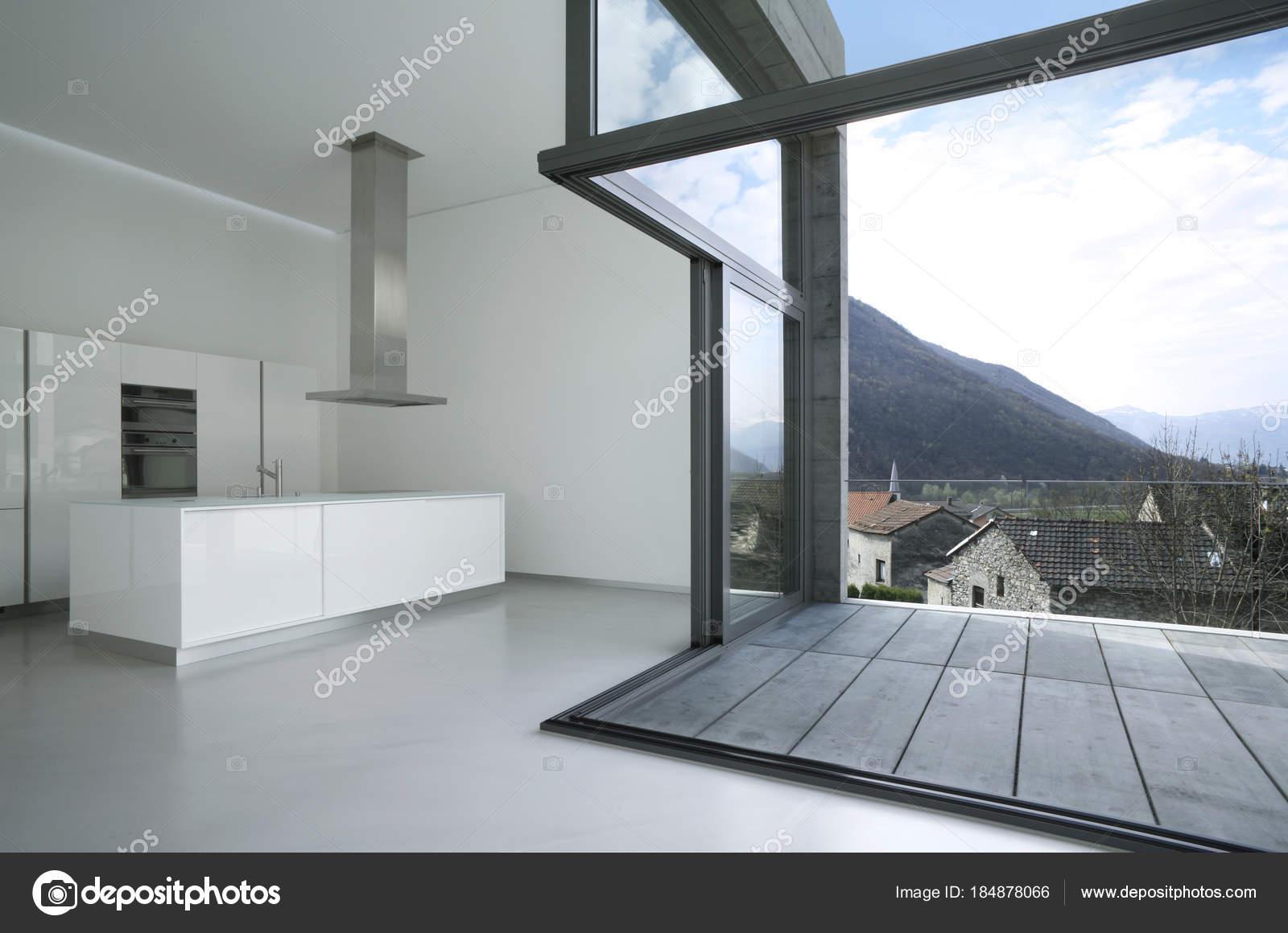Cuisine maison, moderne — Photographie Zveiger © #184878066