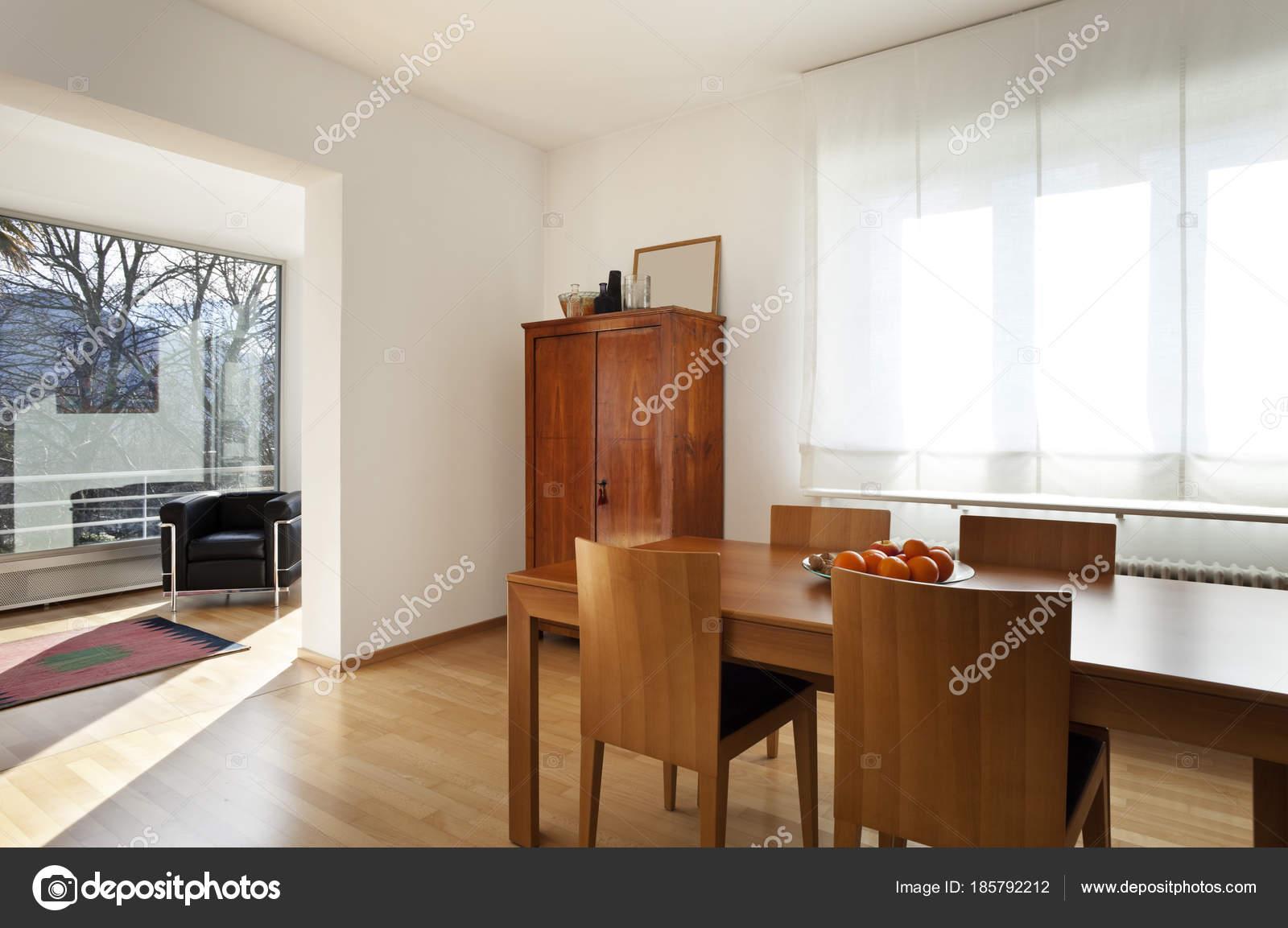 Intérieur de la maison contemporaine classique ...
