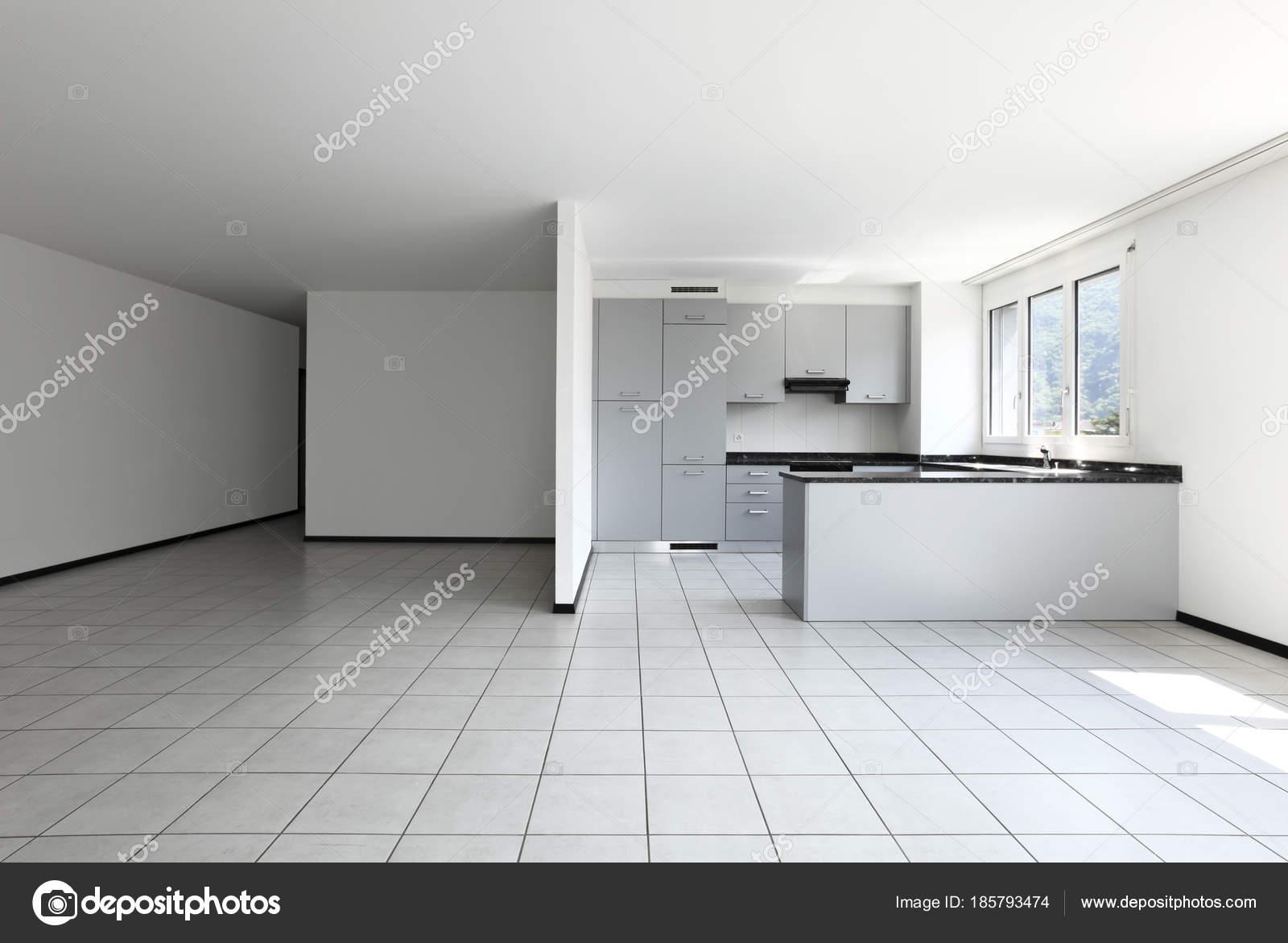 modernes Haus mit Küche-Halbinsel — Stockfoto © Zveiger #185793474