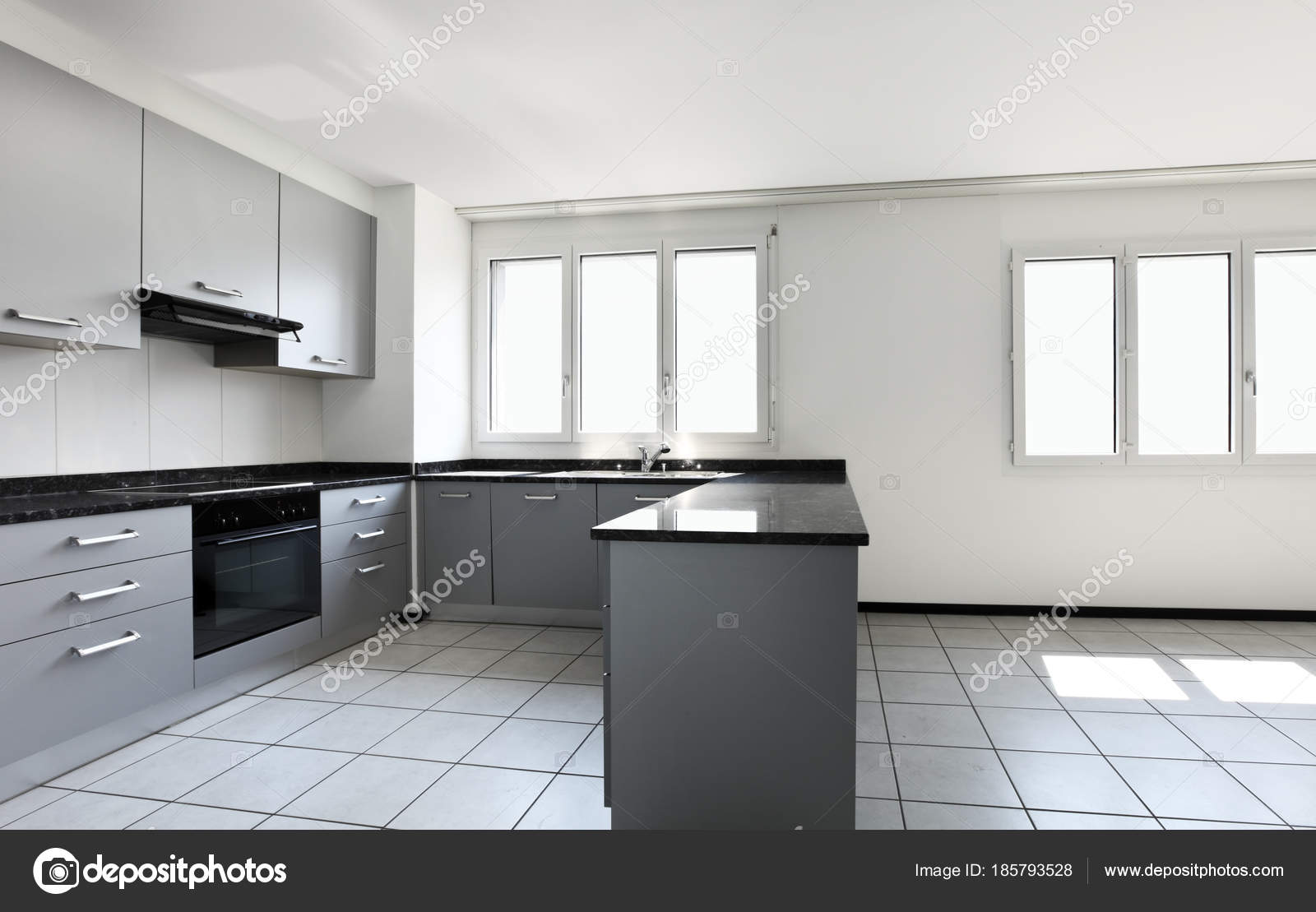 Modern Keuken Schiereiland : Moderne woning met keuken schiereiland u2014 stockfoto © zveiger #185793528