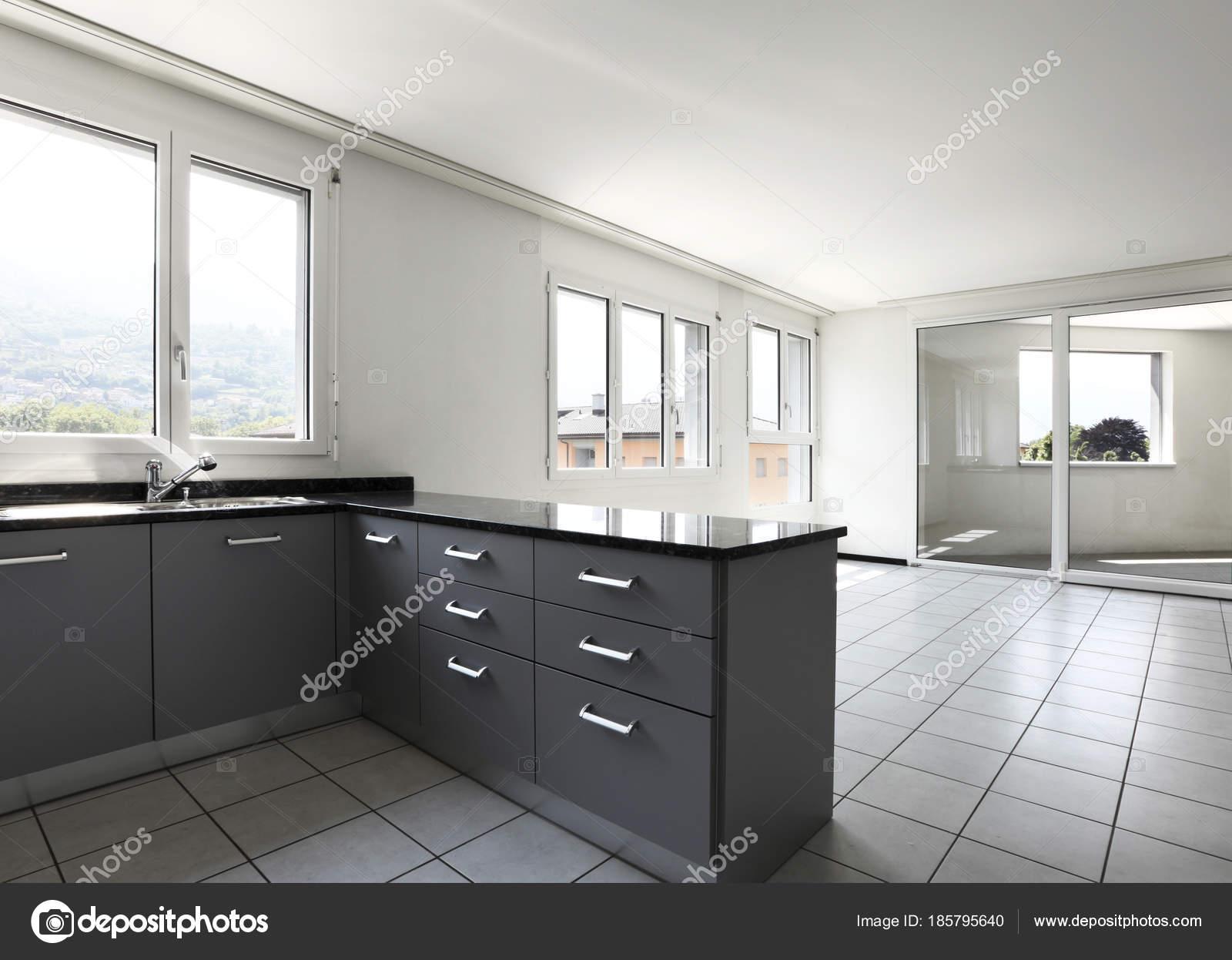 Modern Keuken Schiereiland : Moderne woning met keuken schiereiland u2014 stockfoto © zveiger #185795640