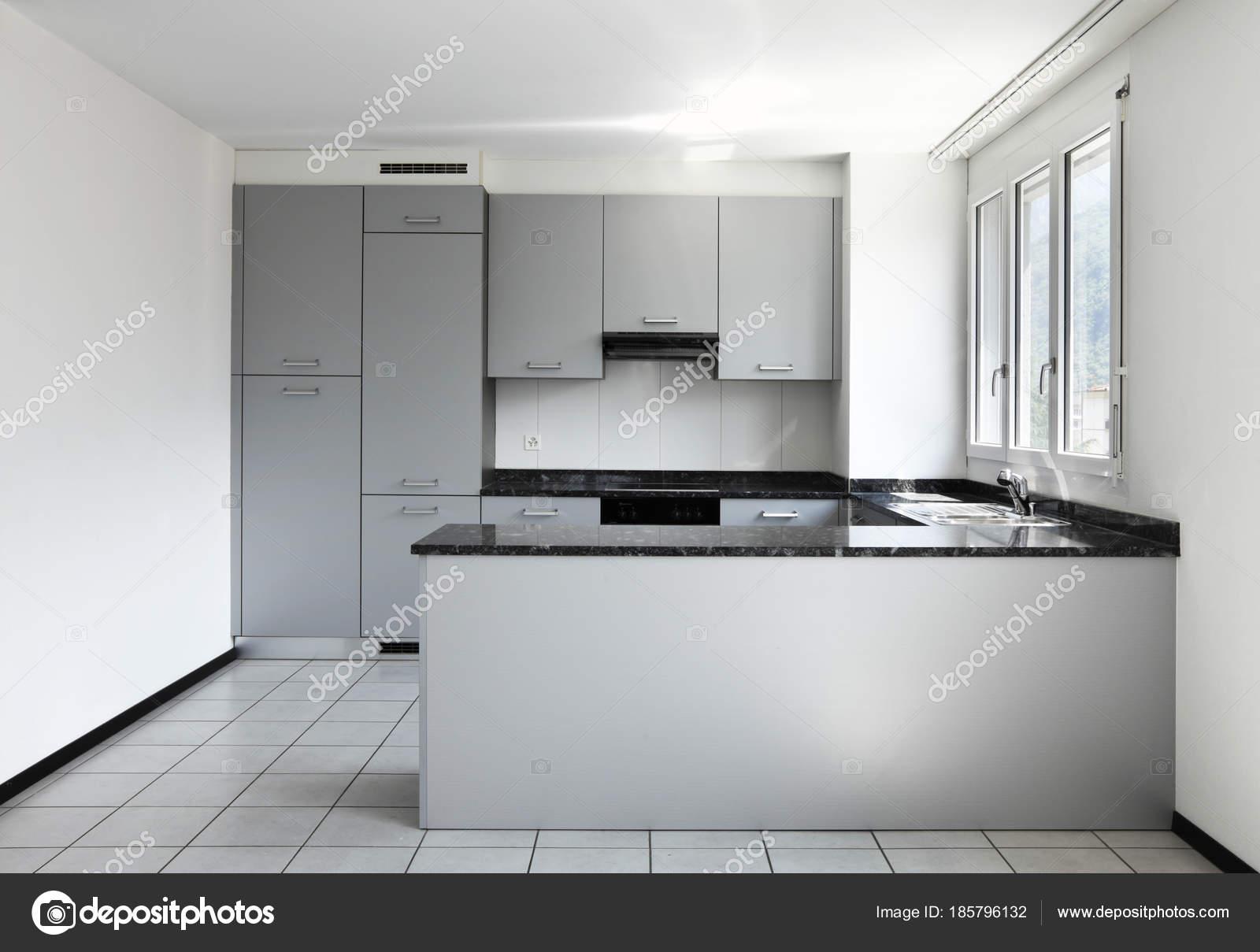 modernes haus mit k che halbinsel stockfoto zveiger 185796132. Black Bedroom Furniture Sets. Home Design Ideas