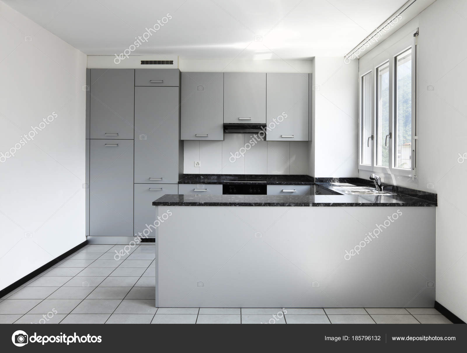 Modern Keuken Schiereiland : Moderne woning met keuken schiereiland u stockfoto zveiger